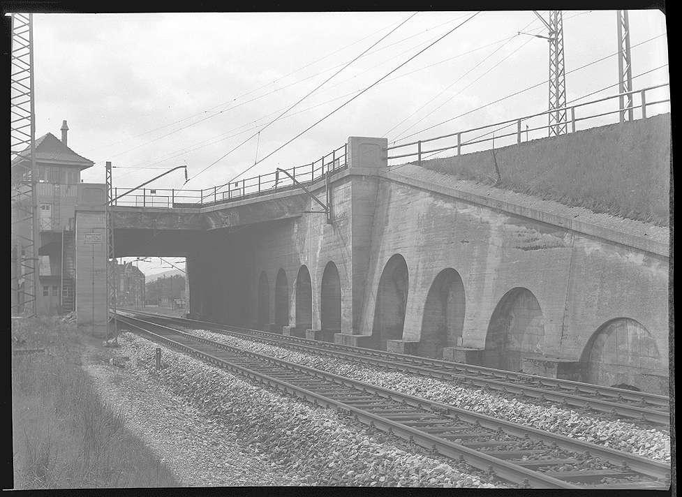Stuttgart-Untertürkheim, Stellwerk 8 (von Brücke Nr. 40, km 5+837), Überführung der Ferngleise zwischen Bad Cannstatt und Untertürkheim, Abb. b