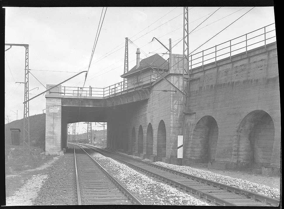 Stuttgart-Untertürkheim, Stellwerk 8 (von Brücke Nr. 40, km 5+837), Überführung der Ferngleise zwischen Bad Cannstatt und Untertürkheim, Abb. c
