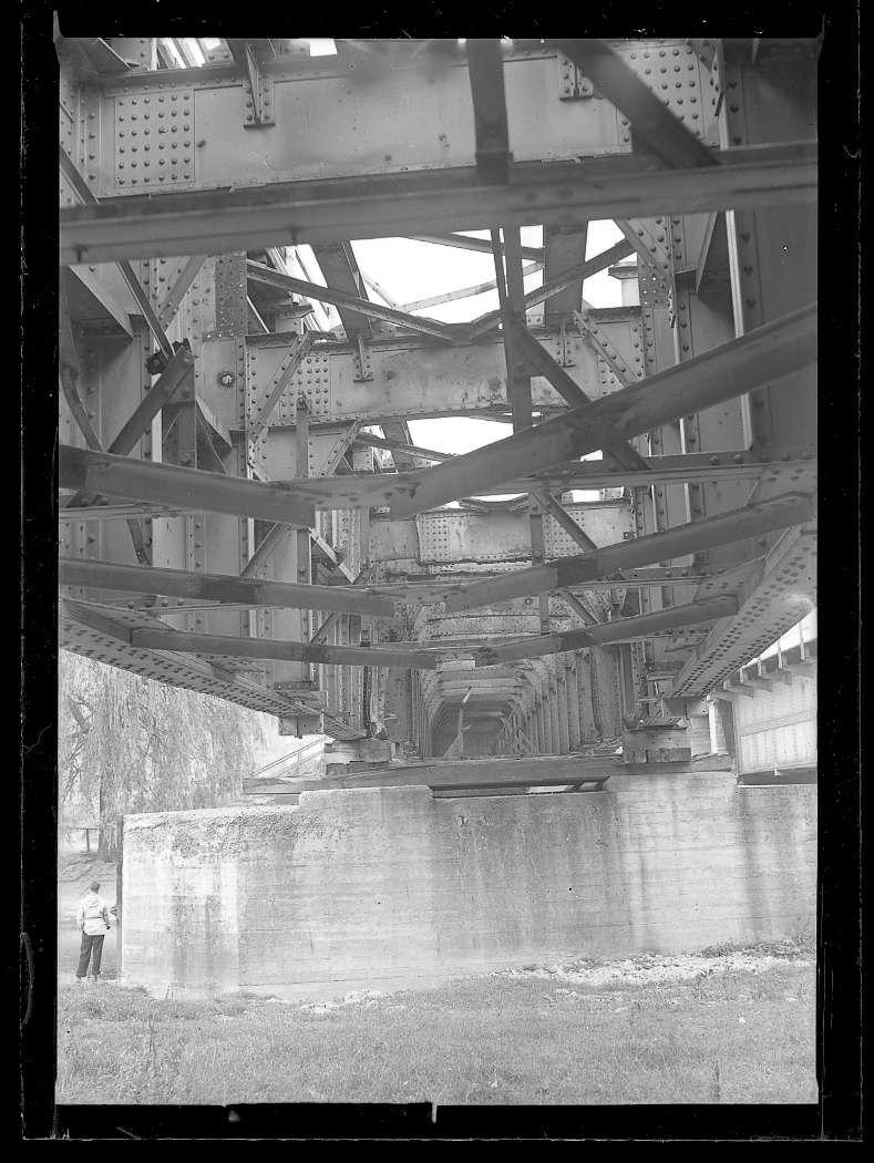 Tuttlingen, Bf, beschädigte Donaubrücke: Kriegsschaden (?), Abb. a