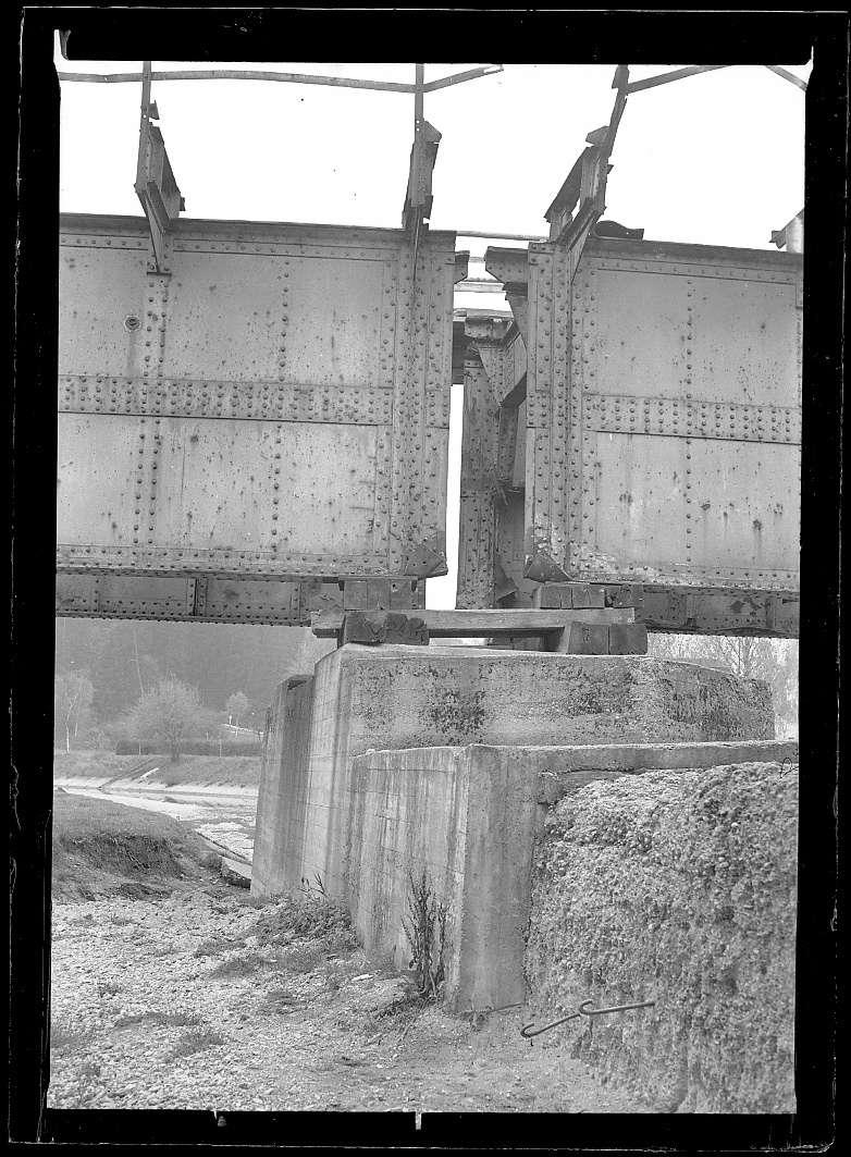 Tuttlingen, Bf, beschädigte Donaubrücke: Kriegsschaden (?), Abb. b