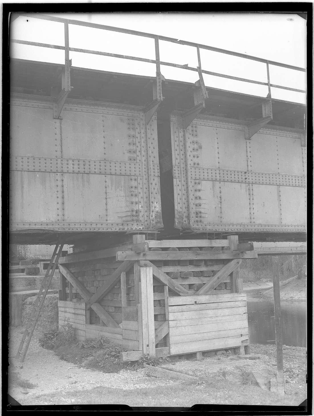 Tuttlingen, Bf, beschädigte Donaubrücke: Kriegsschaden (?), Abb. c