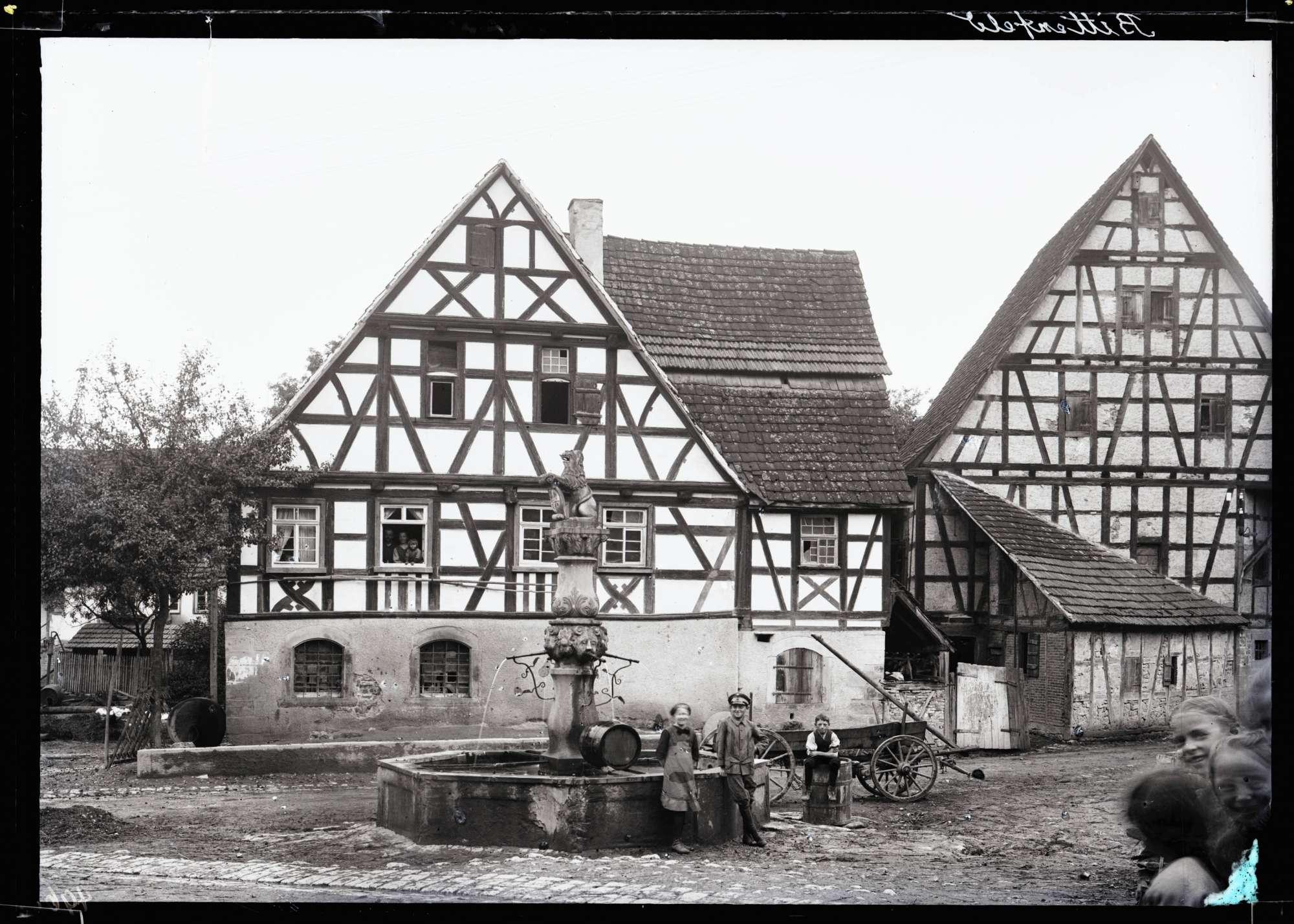Fachwerkhaus und Brunnen von 1719, Bild 1