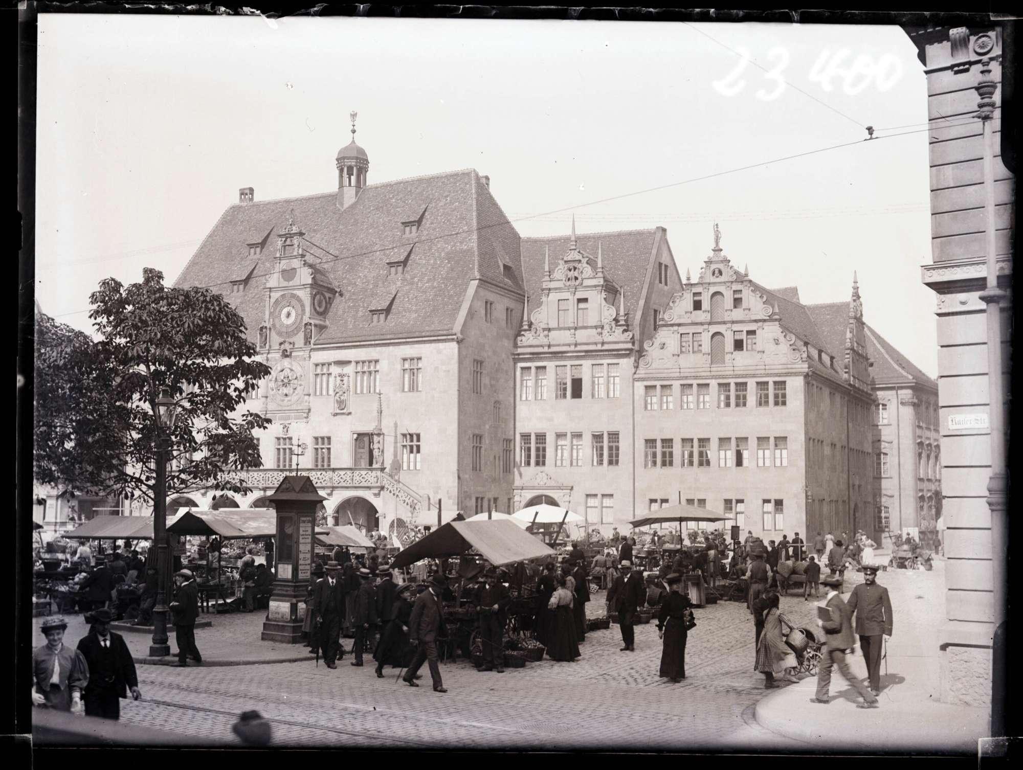 Markplatz mit altem Rathaus ca. 1910, Bild 1