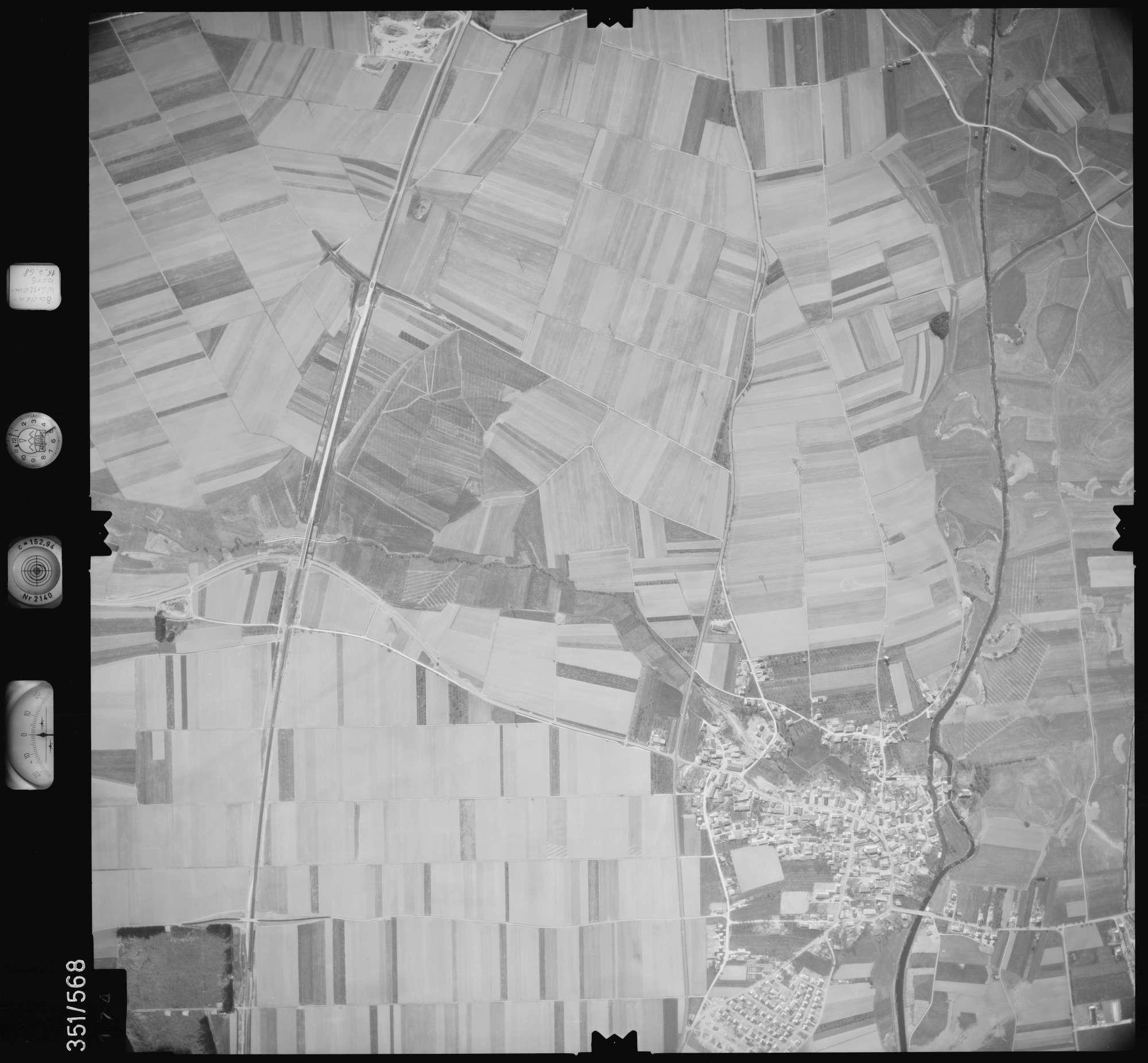 Luftbild: Film 105 Bildnr. 174, Bild 1