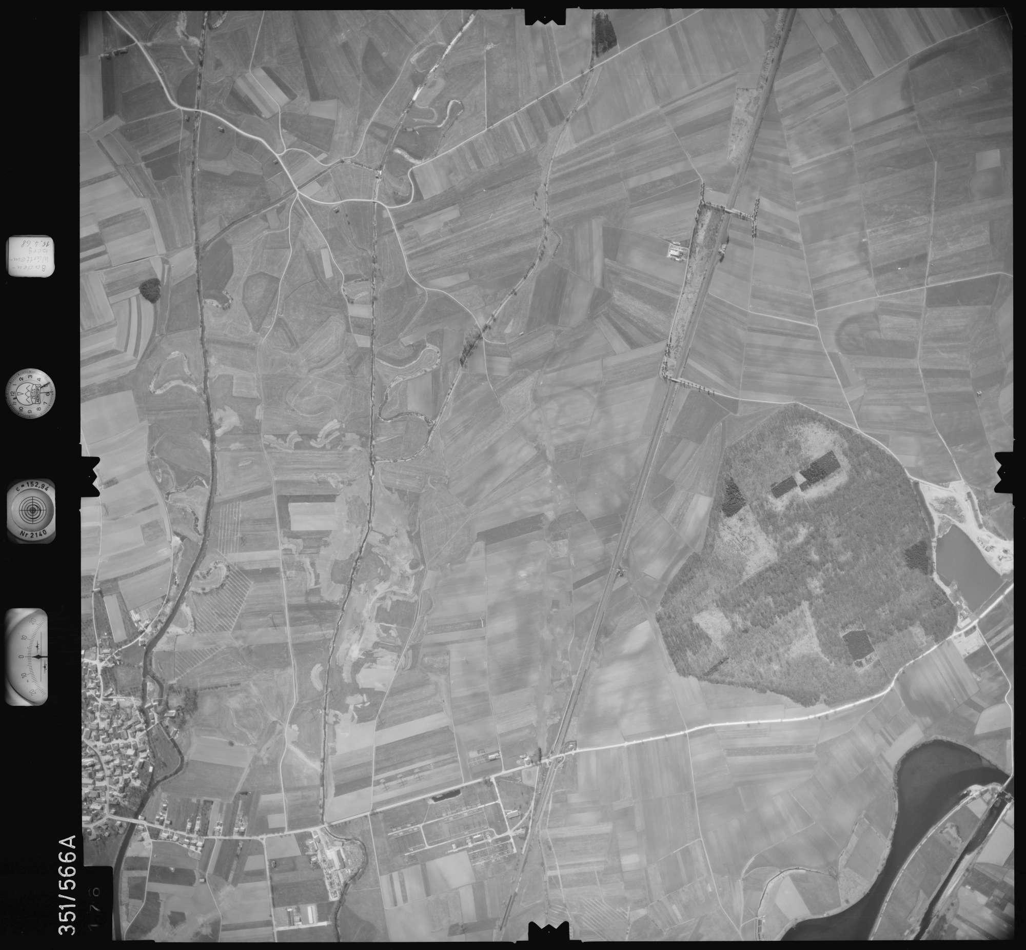 Luftbild: Film 105 Bildnr. 176, Bild 1