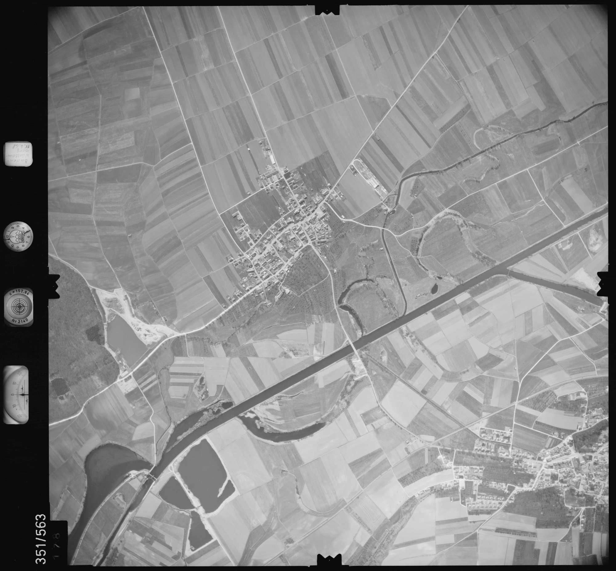 Luftbild: Film 105 Bildnr. 178, Bild 1