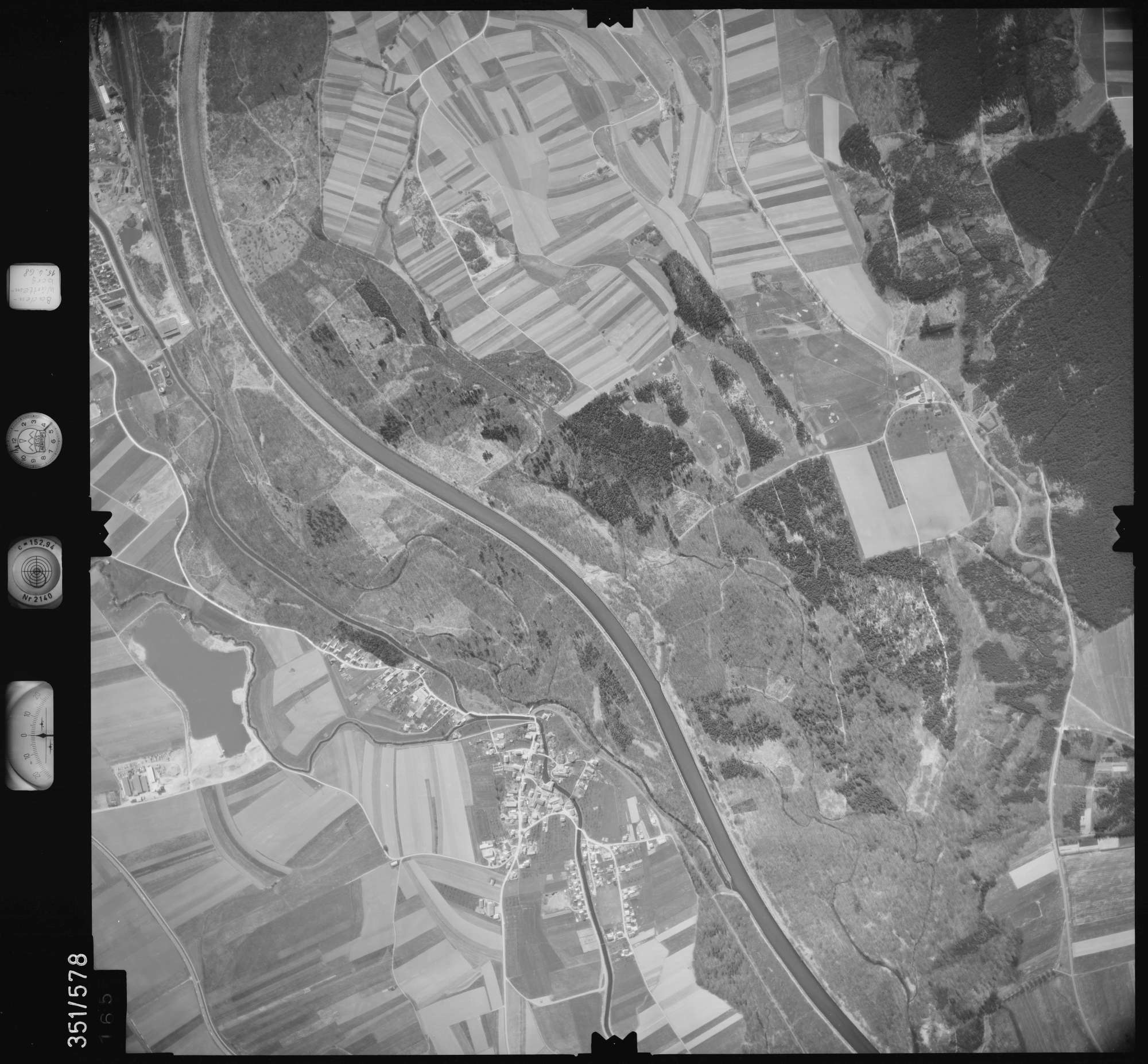 Luftbild: Film 105 Bildnr. 165, Bild 1