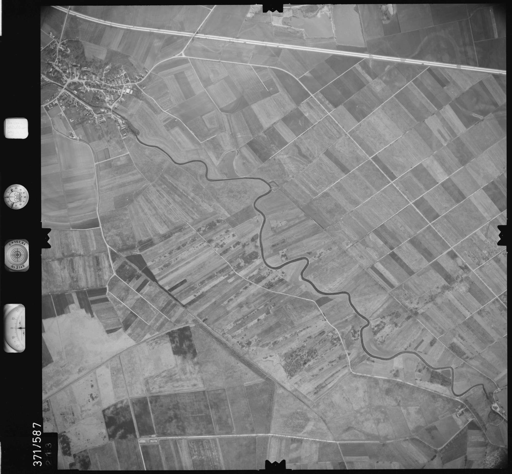 Luftbild: Film 35 Bildnr. 213, Bild 1