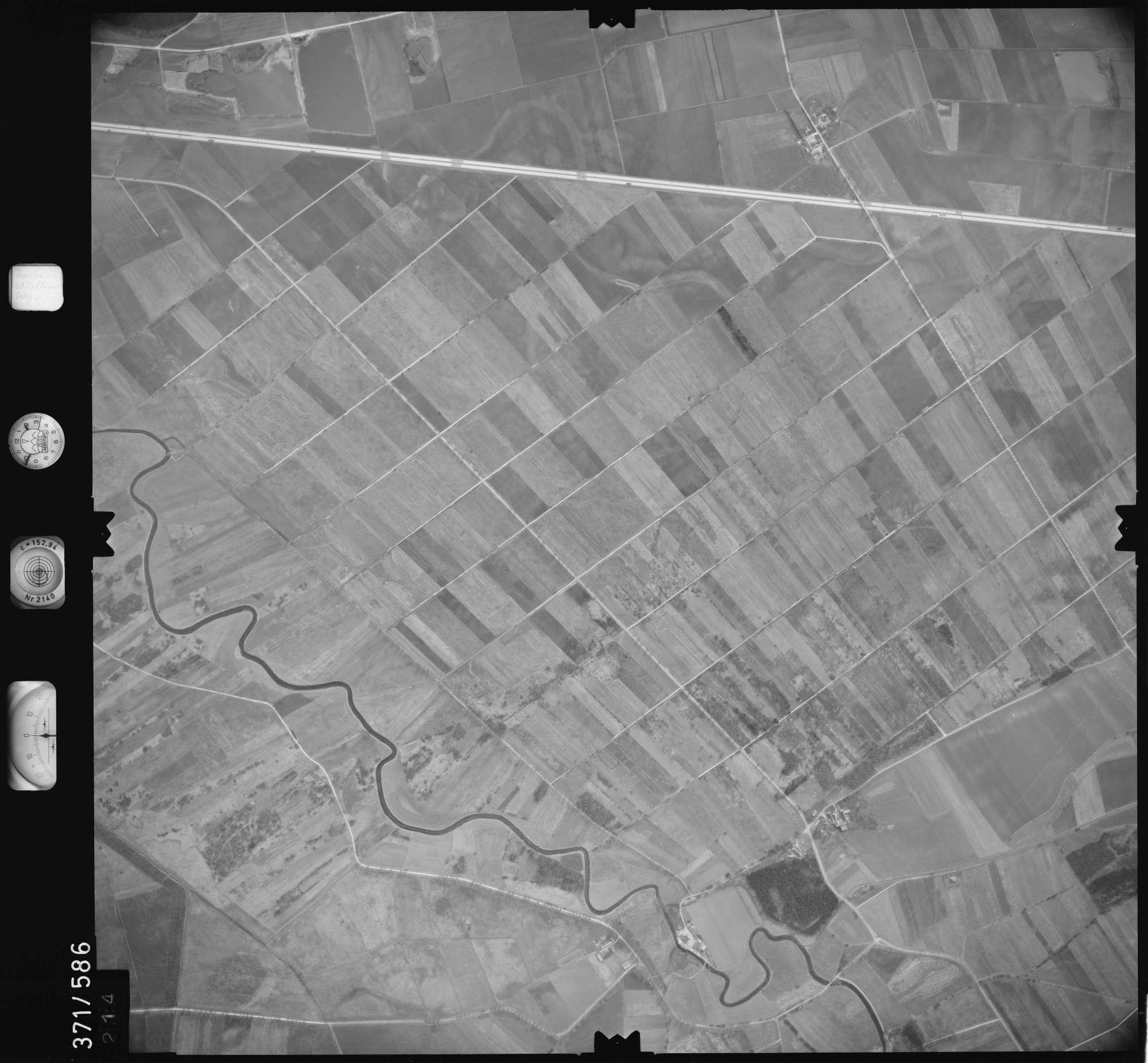 Luftbild: Film 35 Bildnr. 214, Bild 1