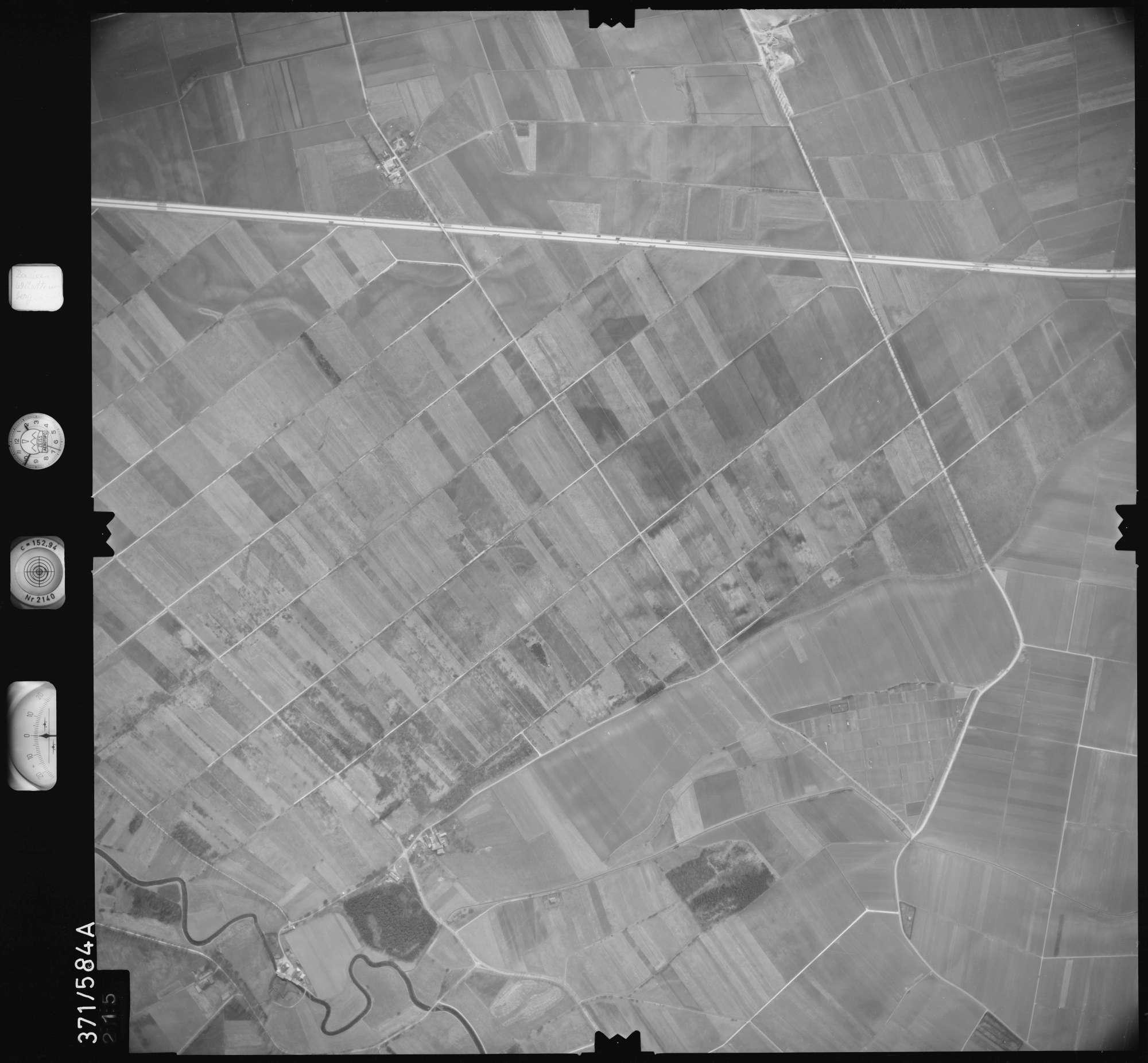 Luftbild: Film 35 Bildnr. 215, Bild 1