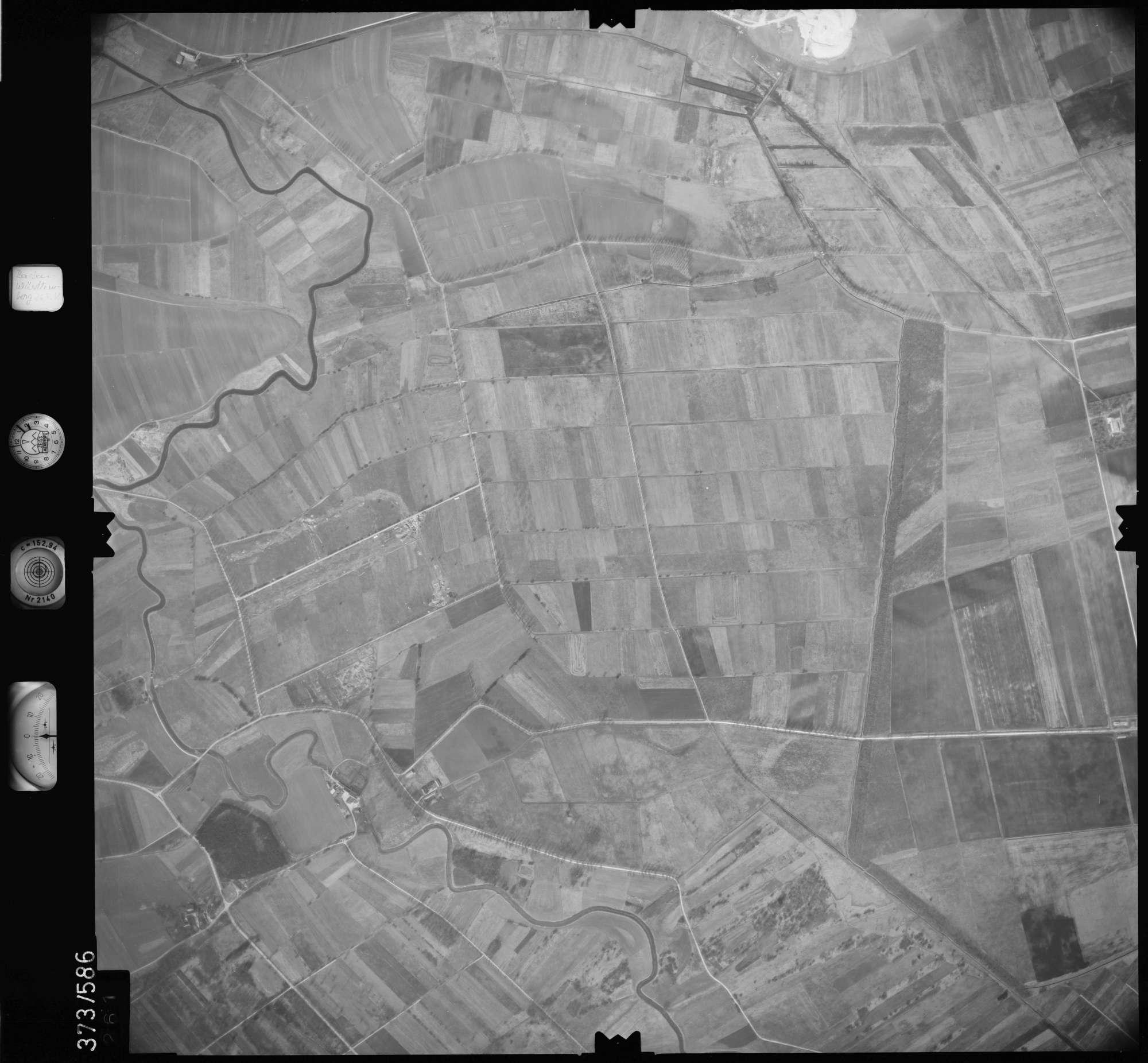 Luftbild: Film 35 Bildnr. 261, Bild 1