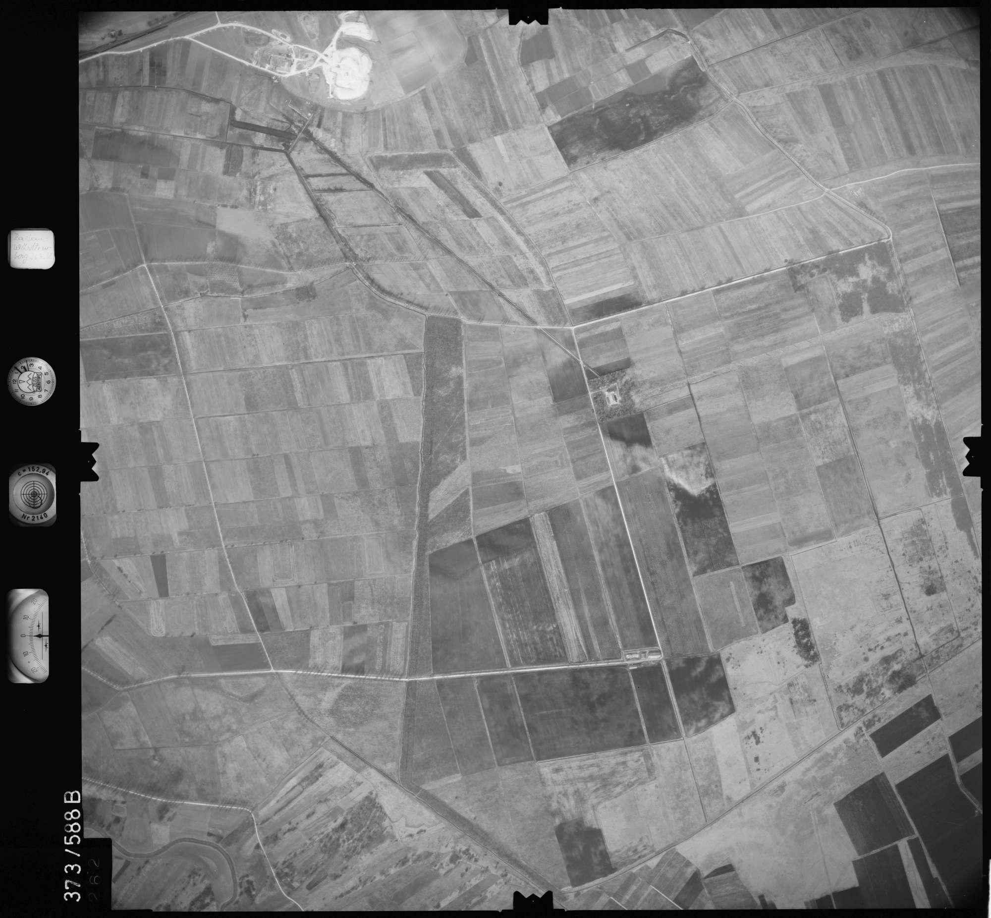 Luftbild: Film 35 Bildnr. 262, Bild 1