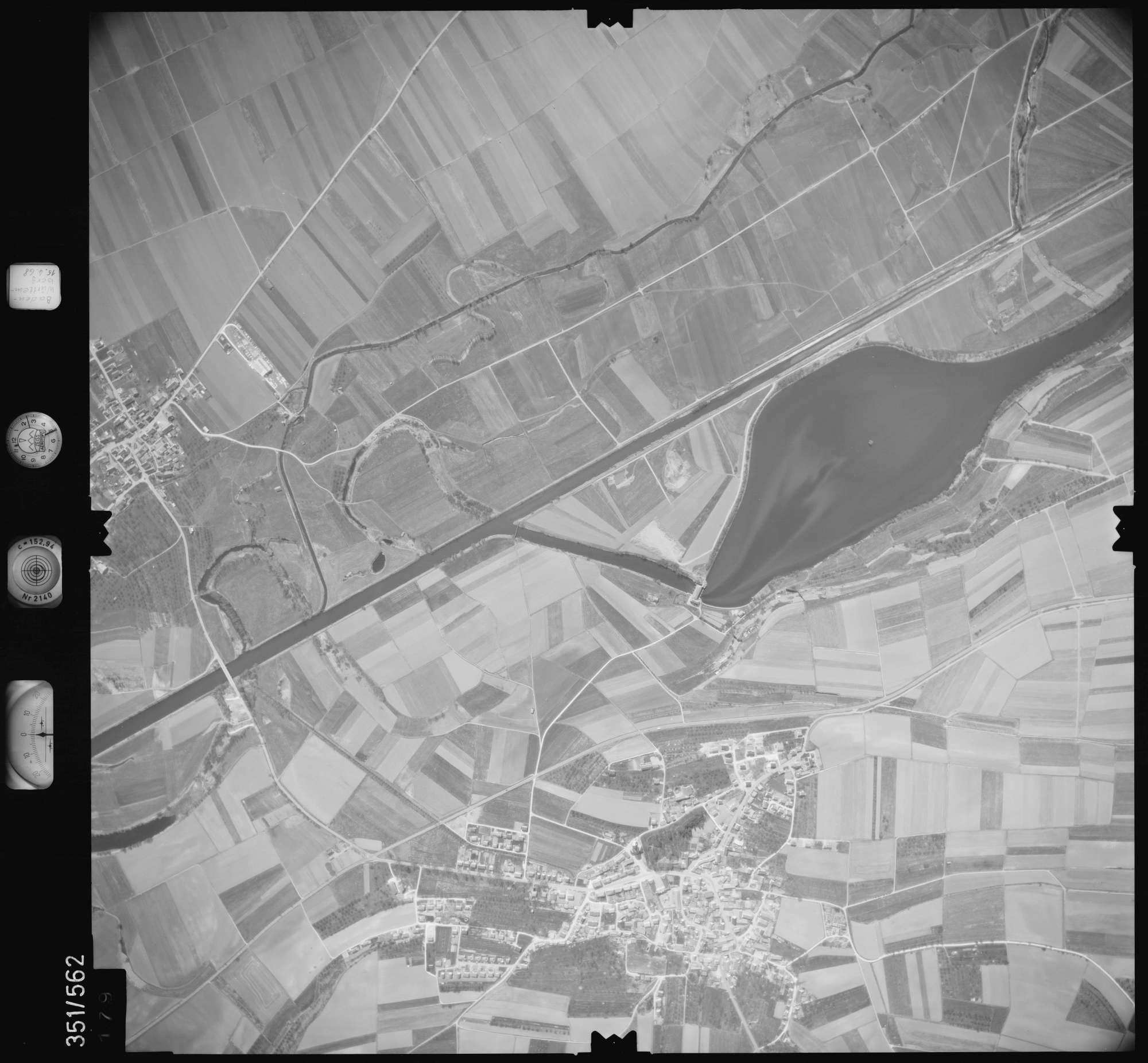 Luftbild: Film 105 Bildnr. 179, Bild 1