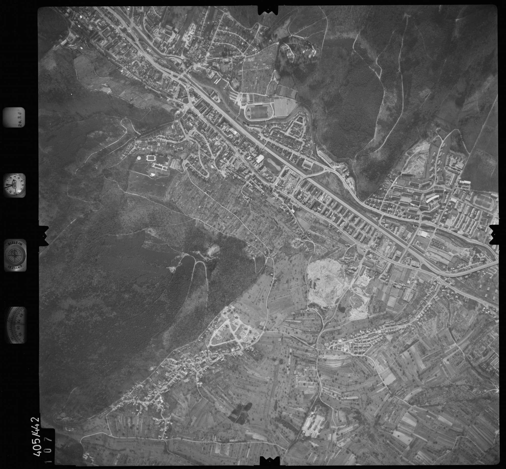 Luftbild: Film 8 Bildnr. 107, Bild 1
