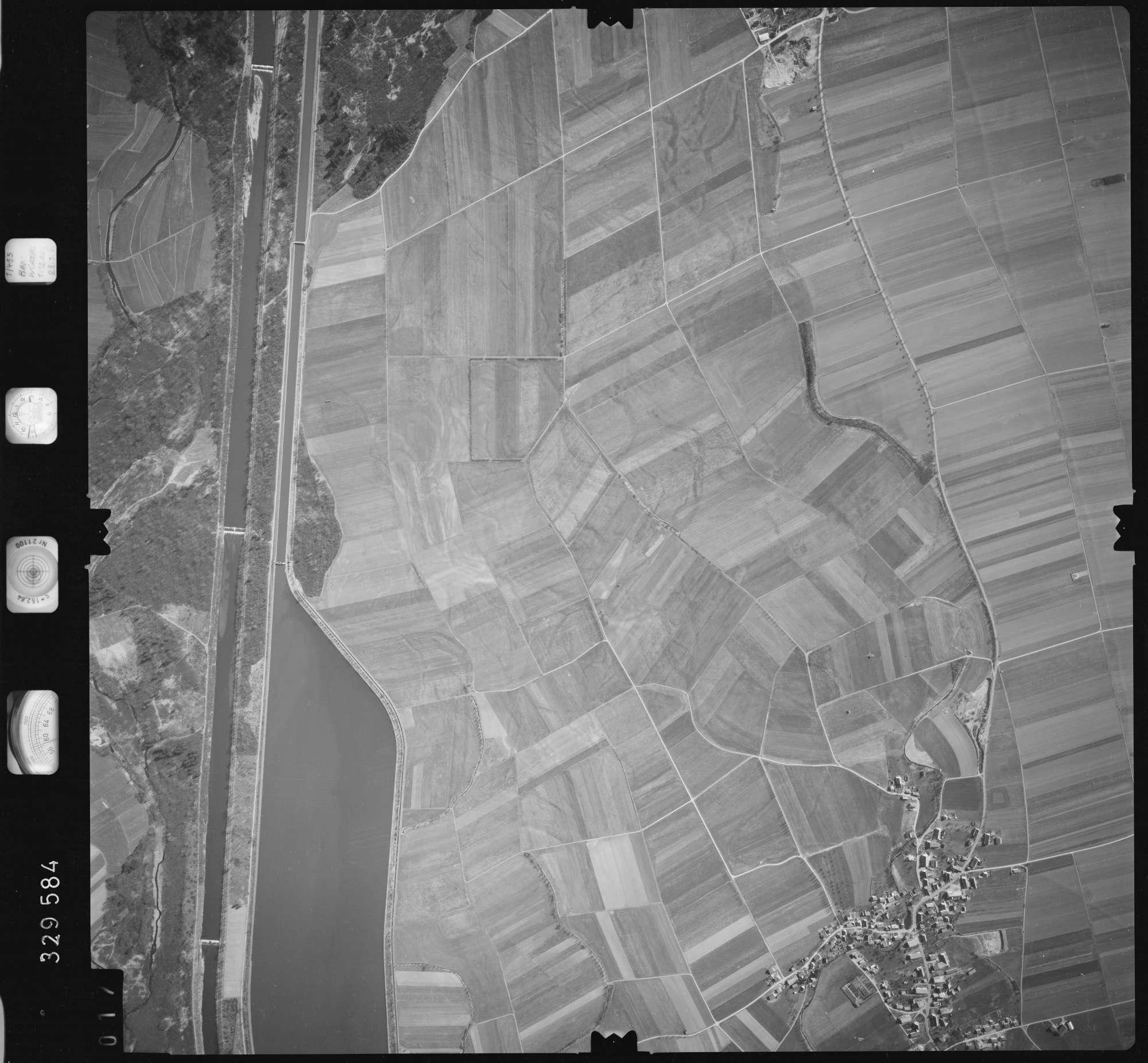 Luftbild: Film 51 Bildnr. 17, Bild 1