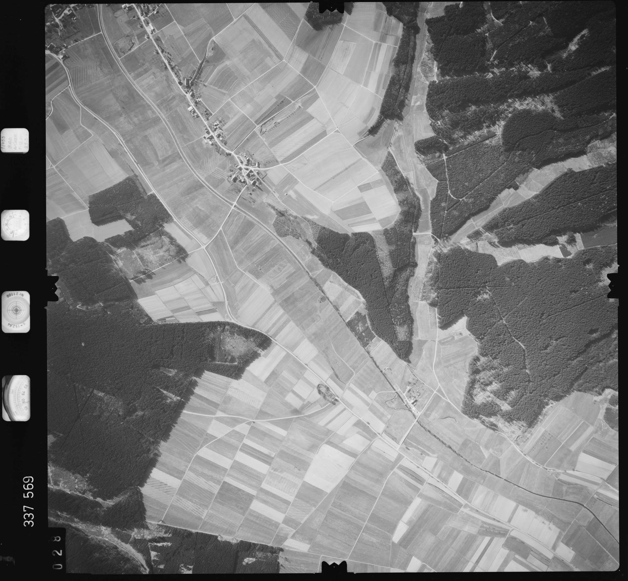 Luftbild: Film 50 Bildnr. 28, Bild 1