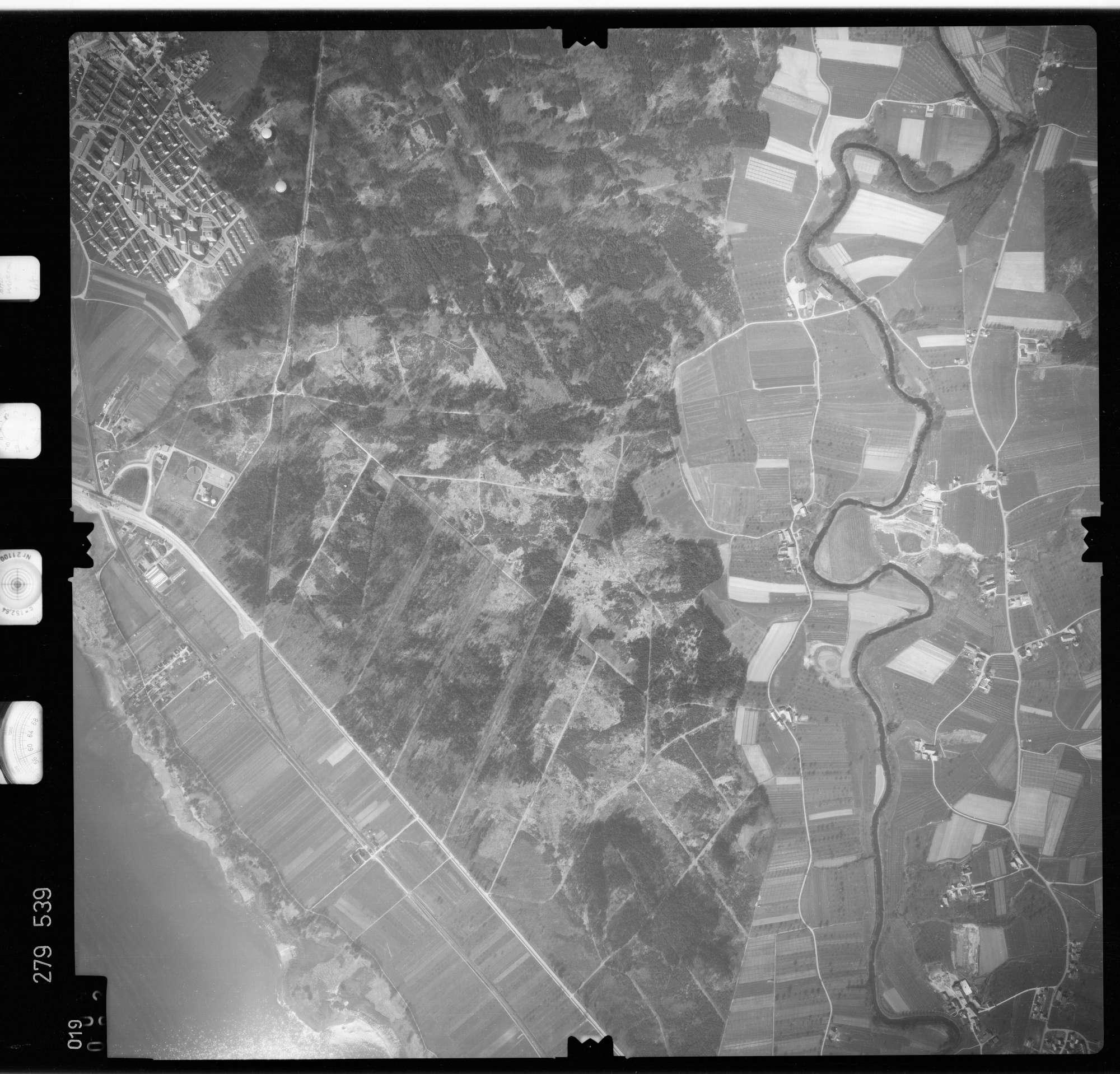 Luftbild: Film 74 Bildnr. 19, Bild 1