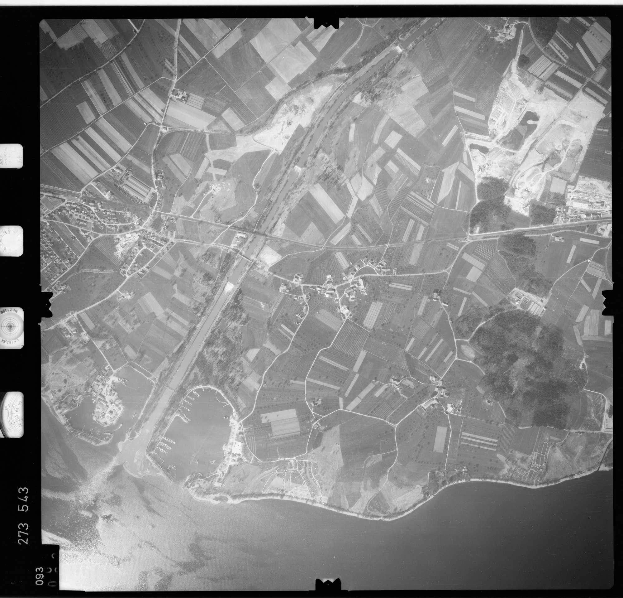 Luftbild: Film 74 Bildnr. 93, Bild 1
