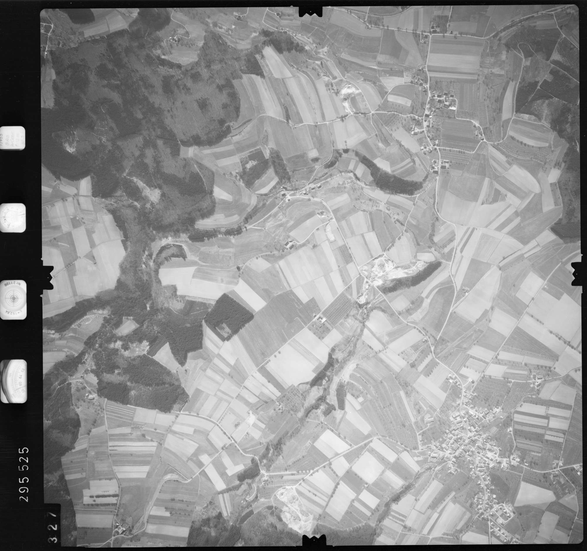 Luftbild: Film 69 Bildnr. 327, Bild 1