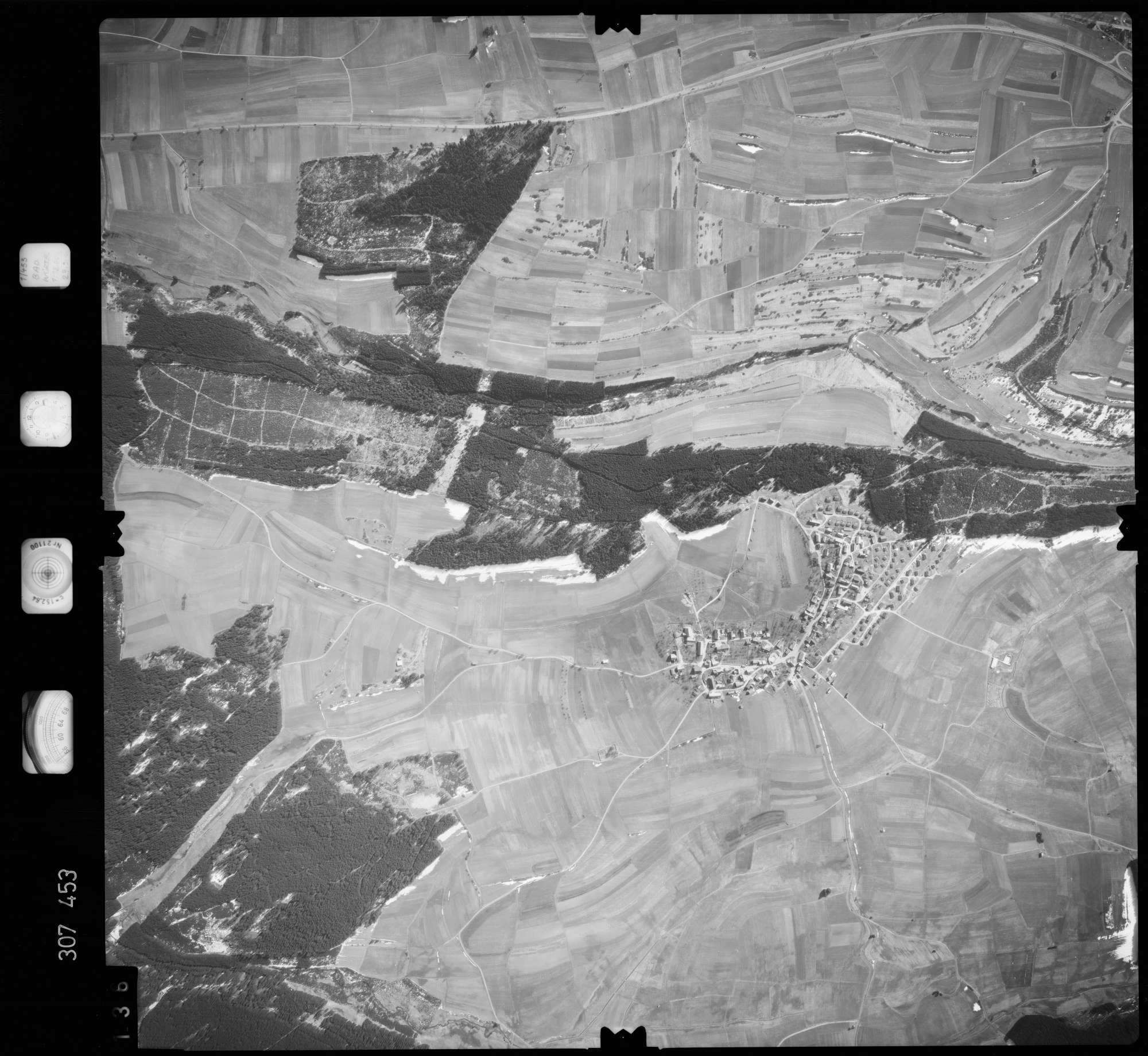 Luftbild: Film 61 Bildnr. 136, Bild 1