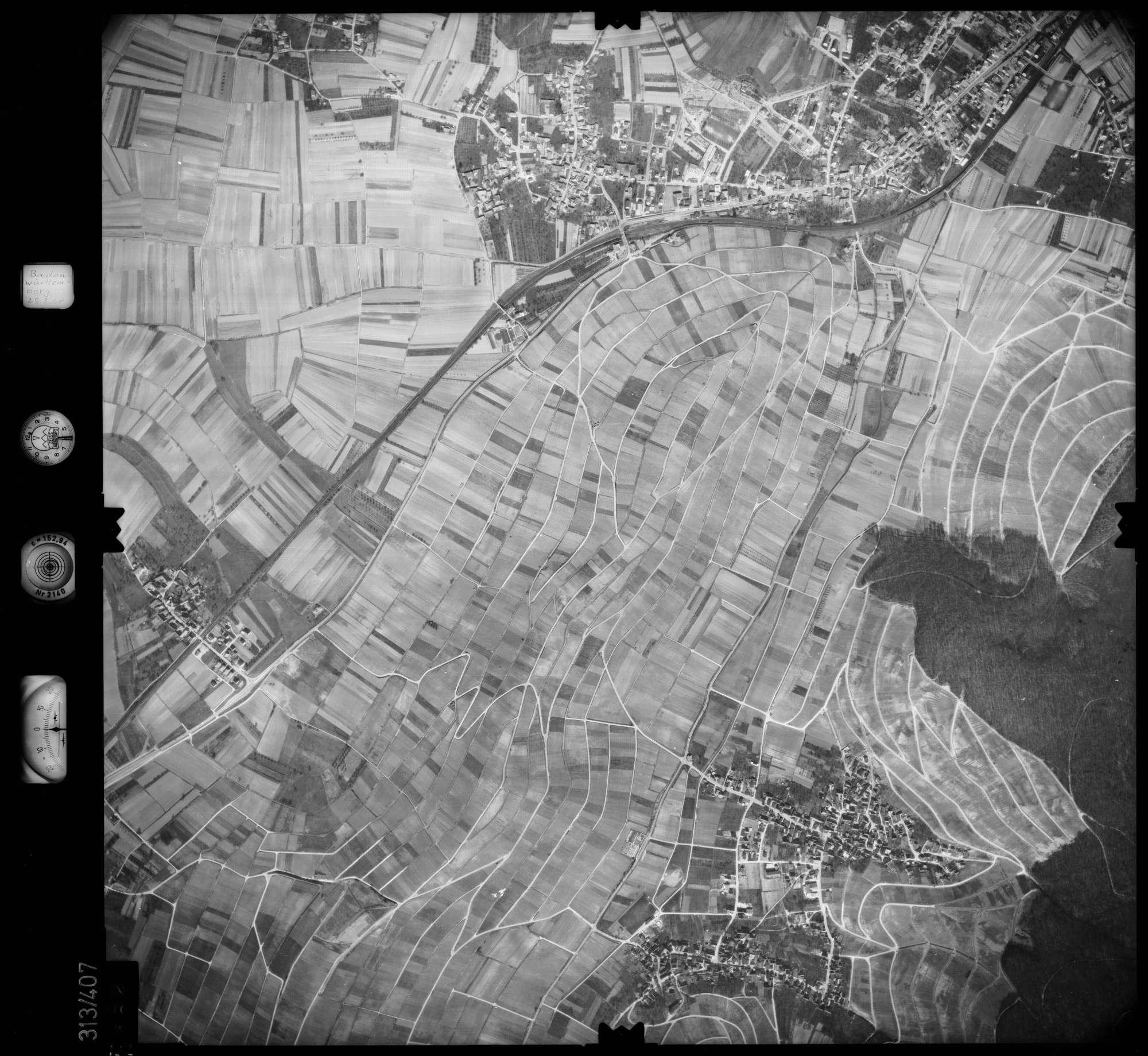 Luftbild: Film 54 Bildnr. 132, Bild 1