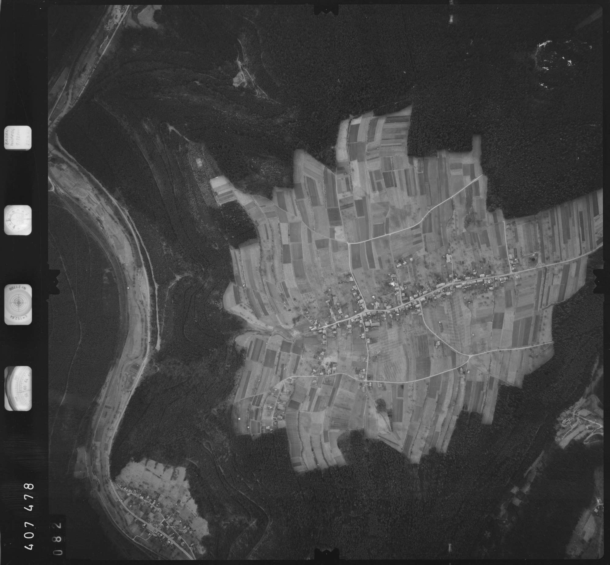 Luftbild: Film 5 Bildnr. 82, Bild 1