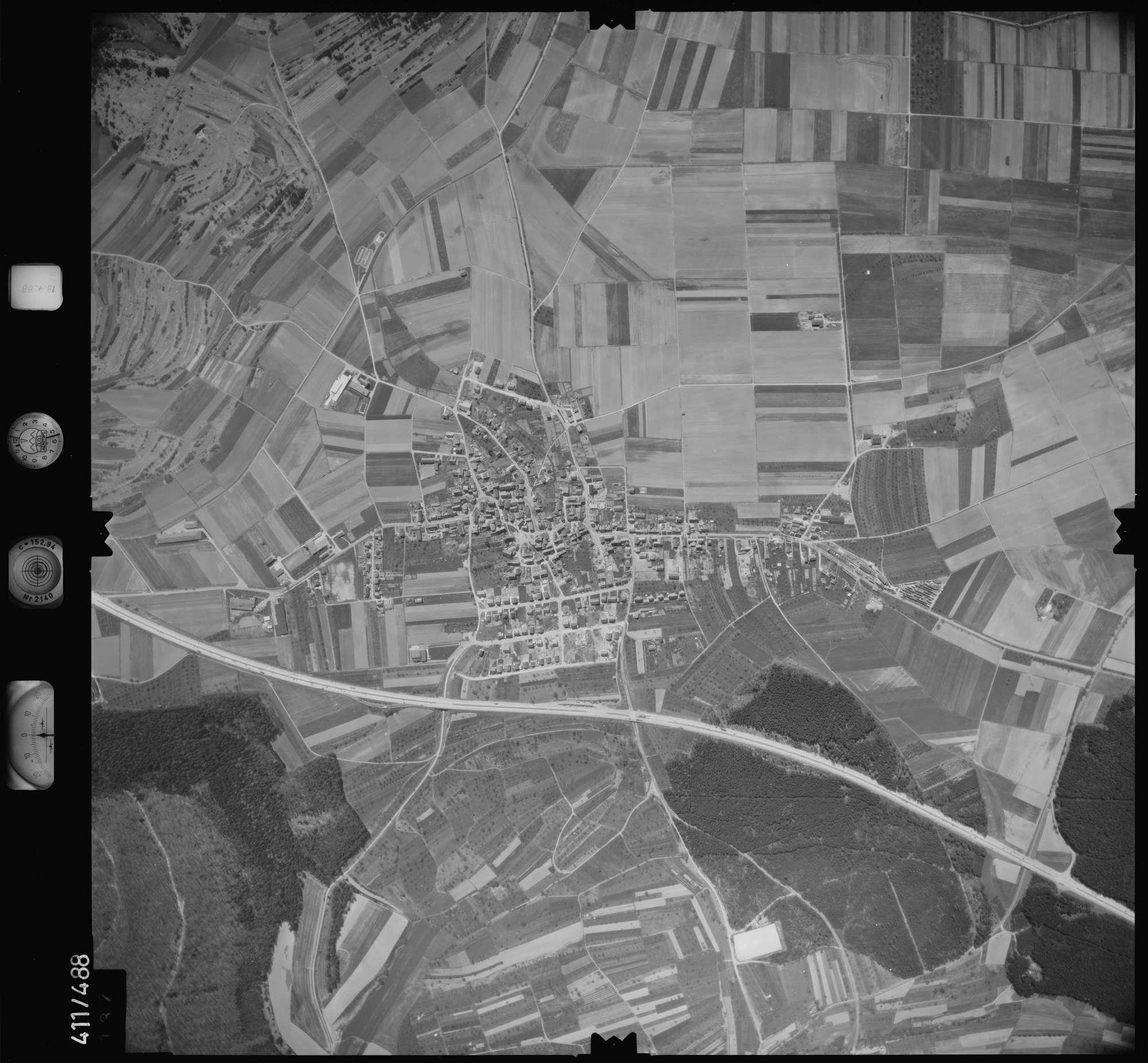 Luftbild: Film 4 Bildnr. 137, Bild 1