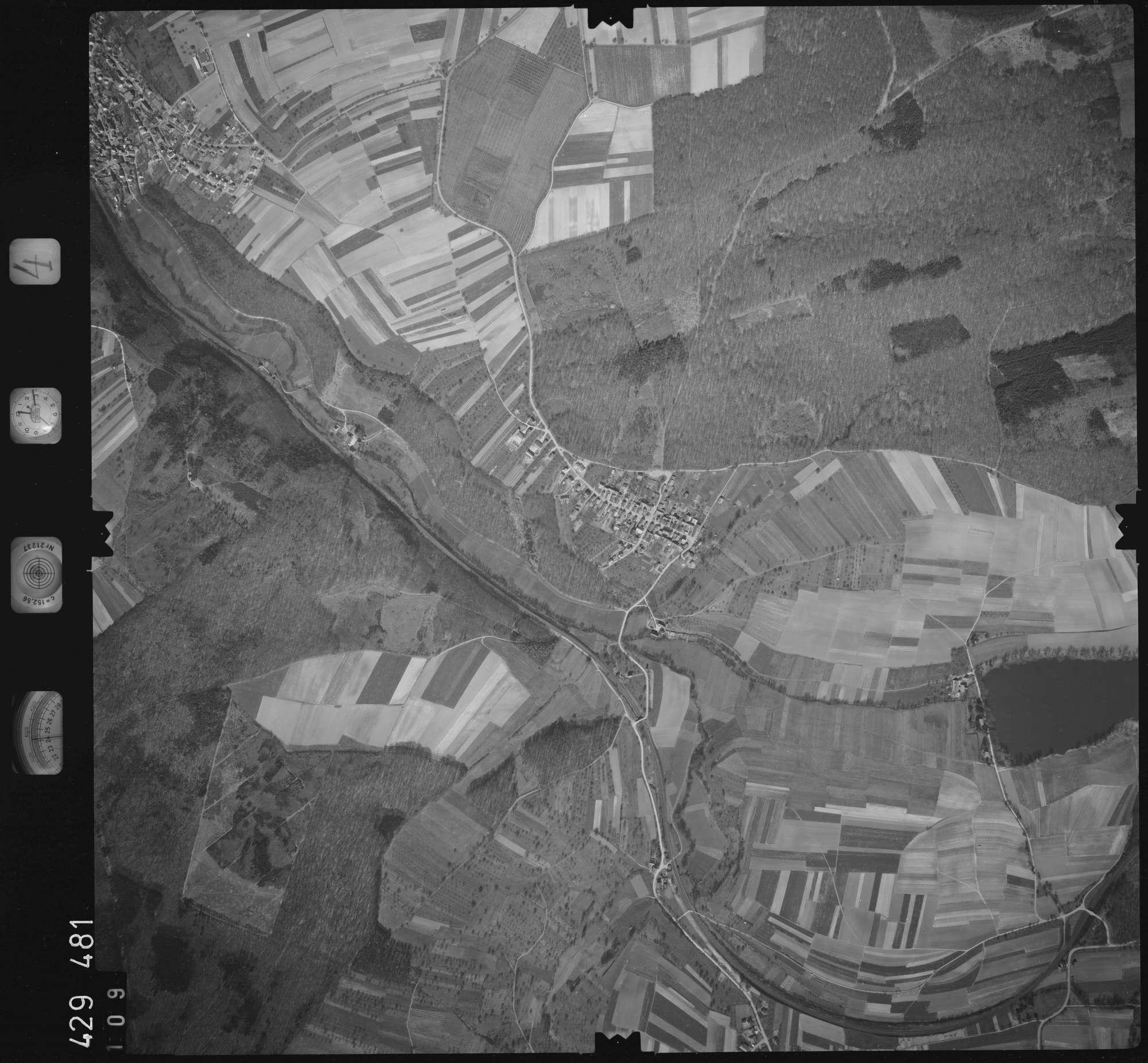 Luftbild: Film 4 Bildnr. 109, Bild 1