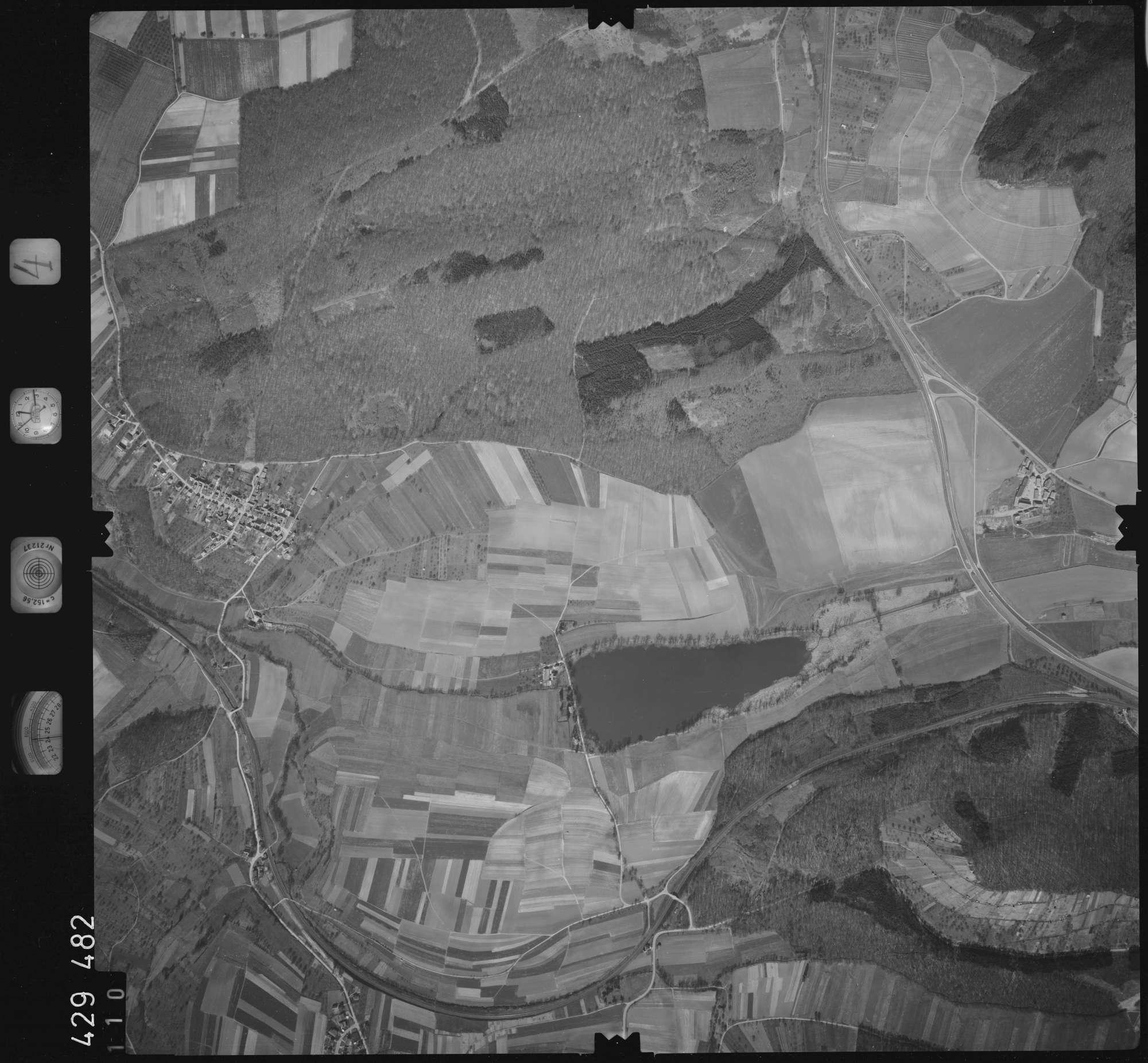 Luftbild: Film 4 Bildnr. 110, Bild 1