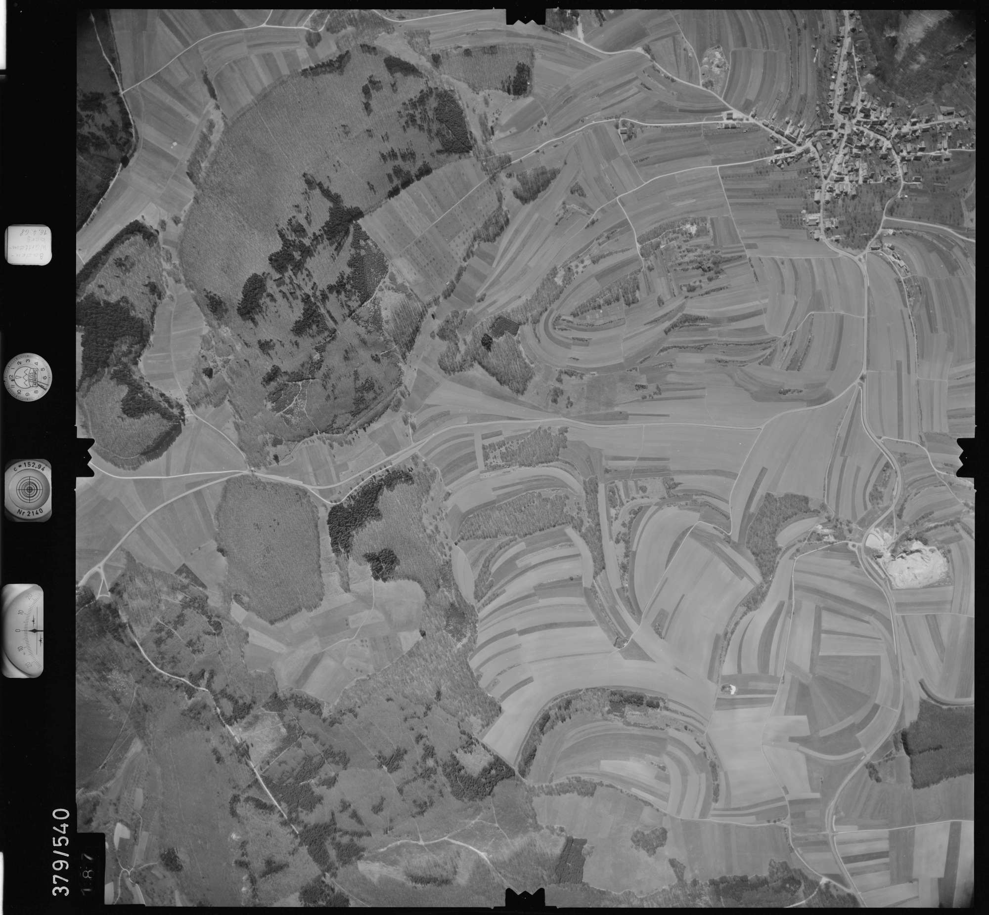 Luftbild: Film 32 Bildnr. 187, Bild 1