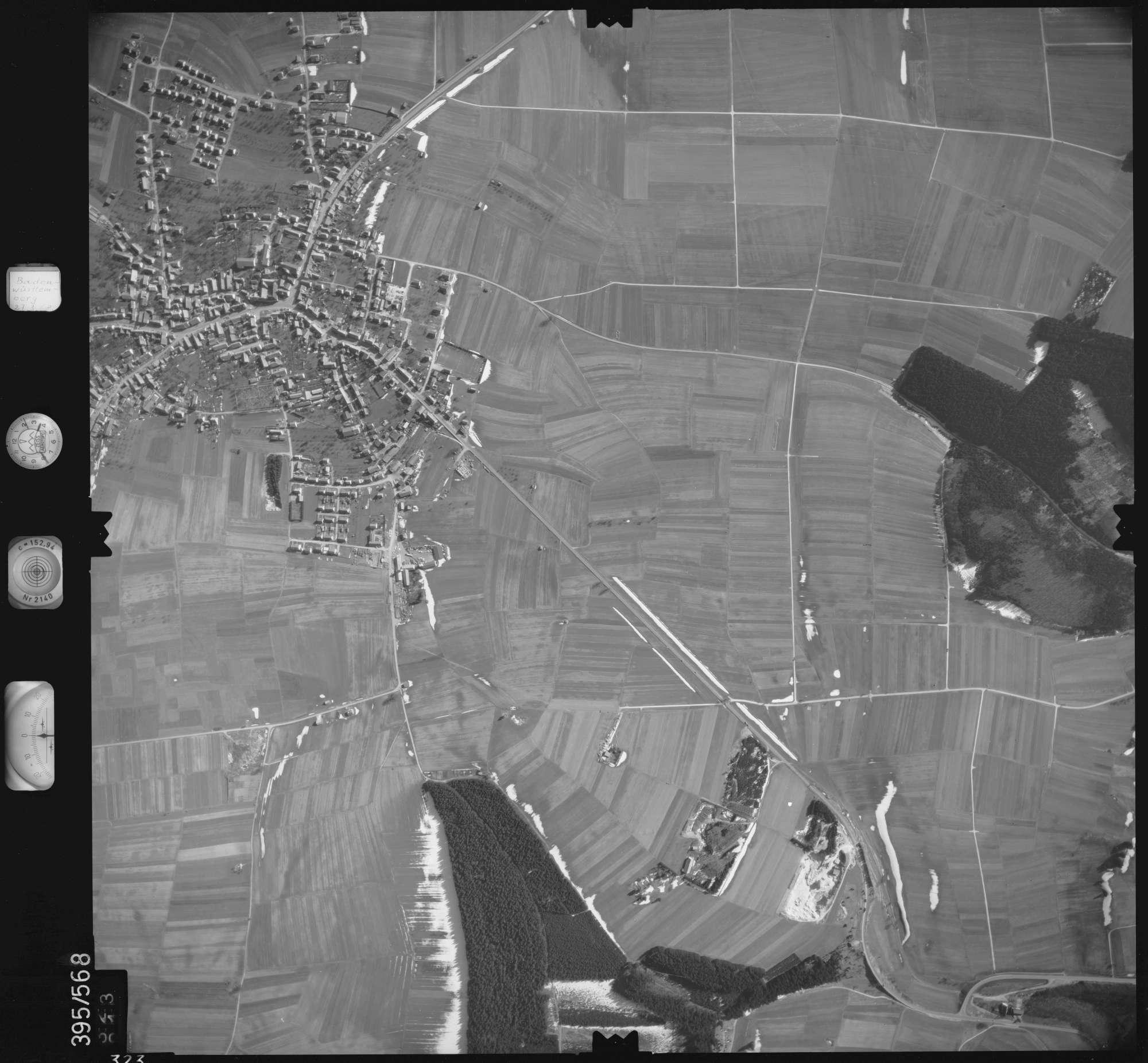 Luftbild: Film 24 Bildnr. 323, Bild 1