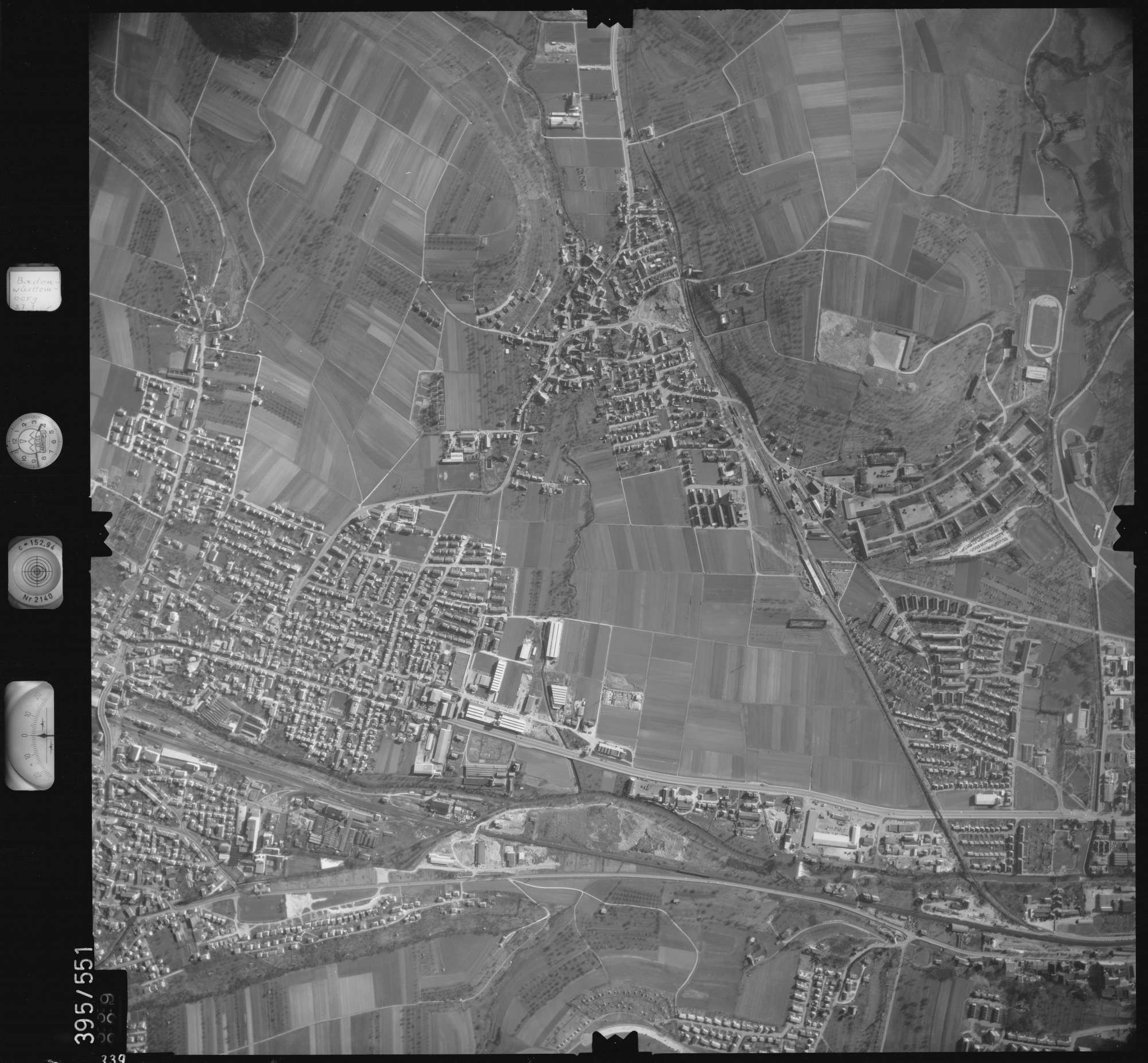 Luftbild: Film 24 Bildnr. 339, Bild 1