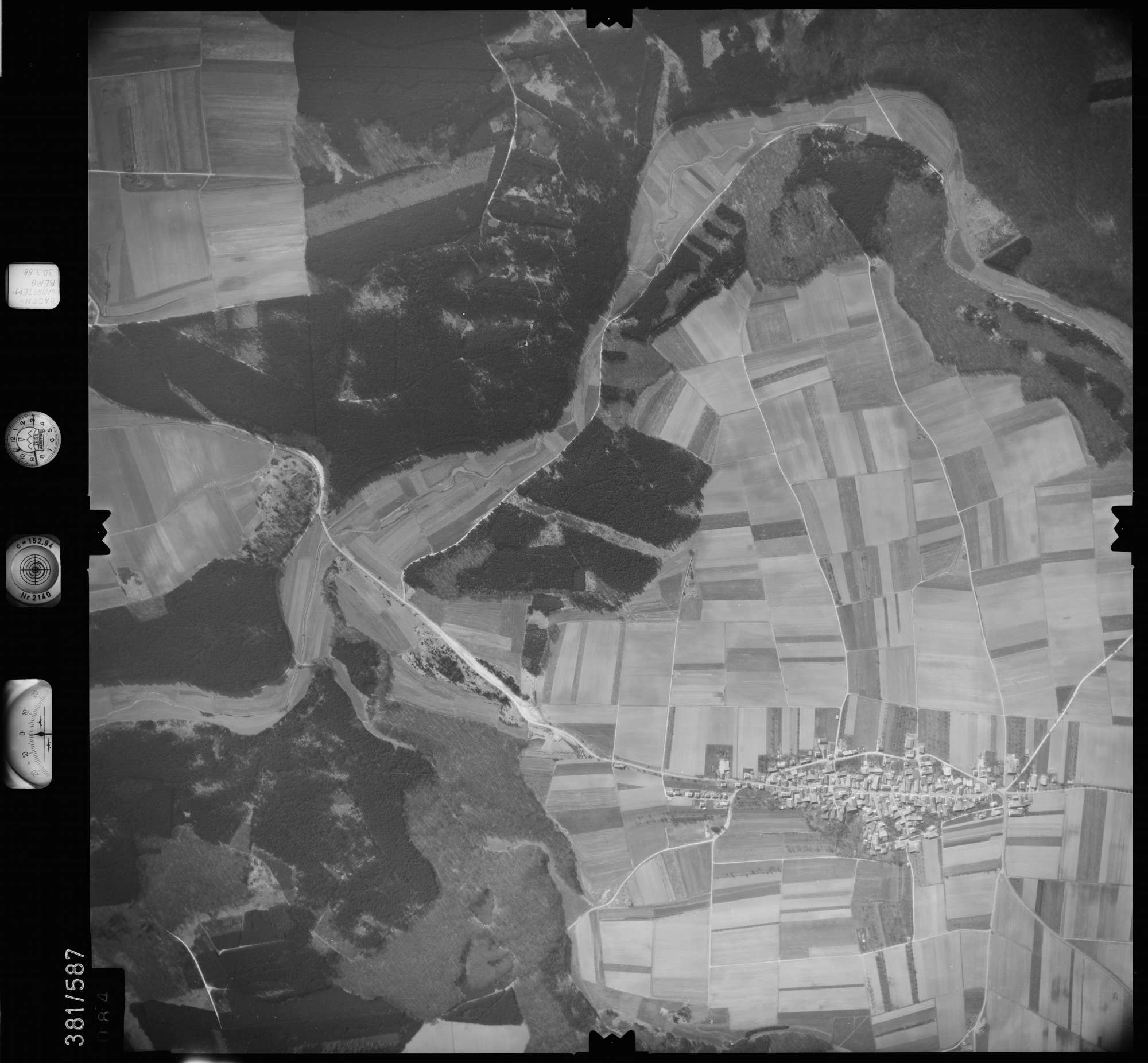 Luftbild: Film 27 Bildnr. 84, Bild 1