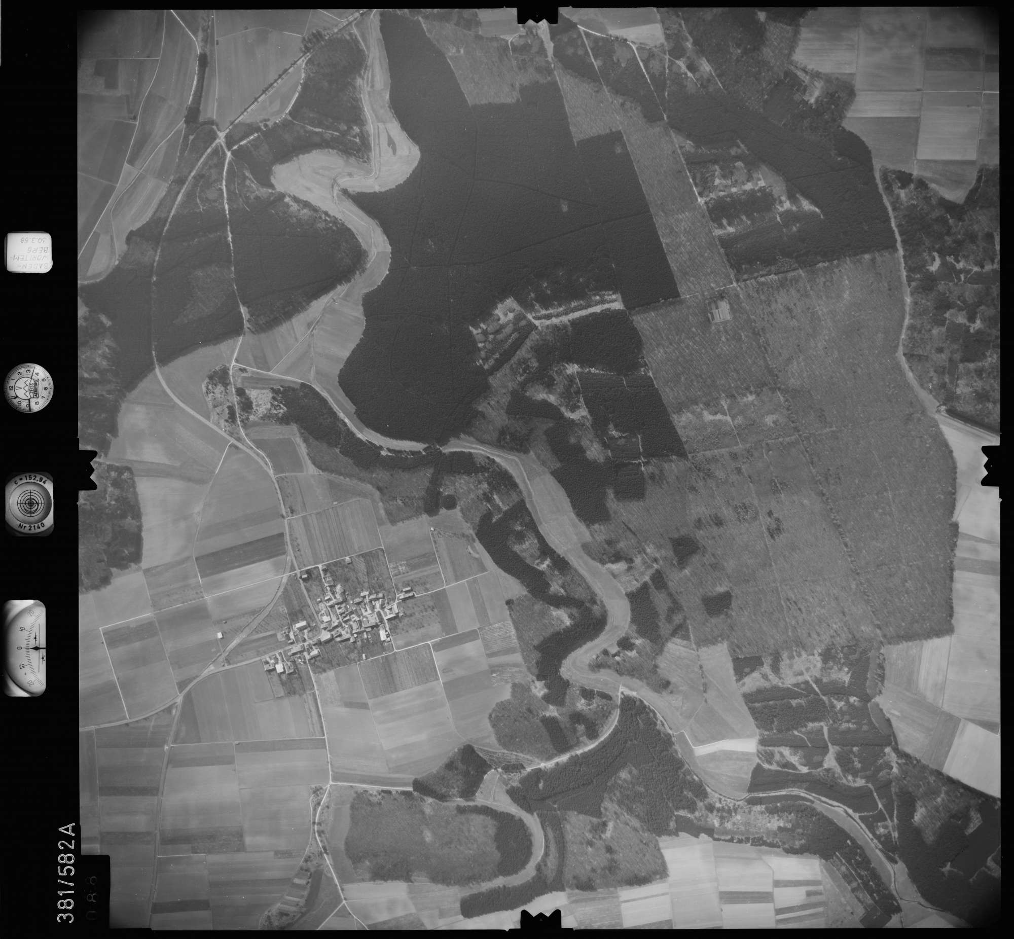 Luftbild: Film 27 Bildnr. 88, Bild 1