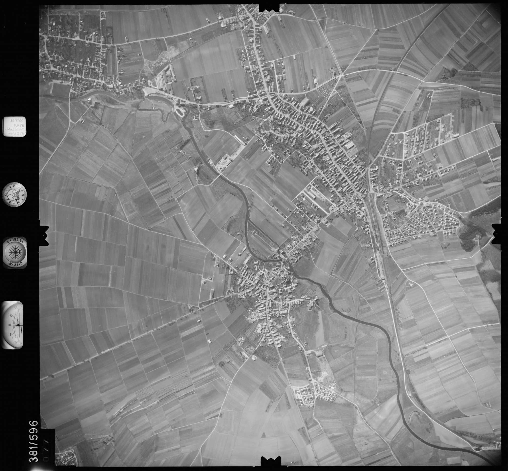 Luftbild: Film 27 Bildnr. 77, Bild 1