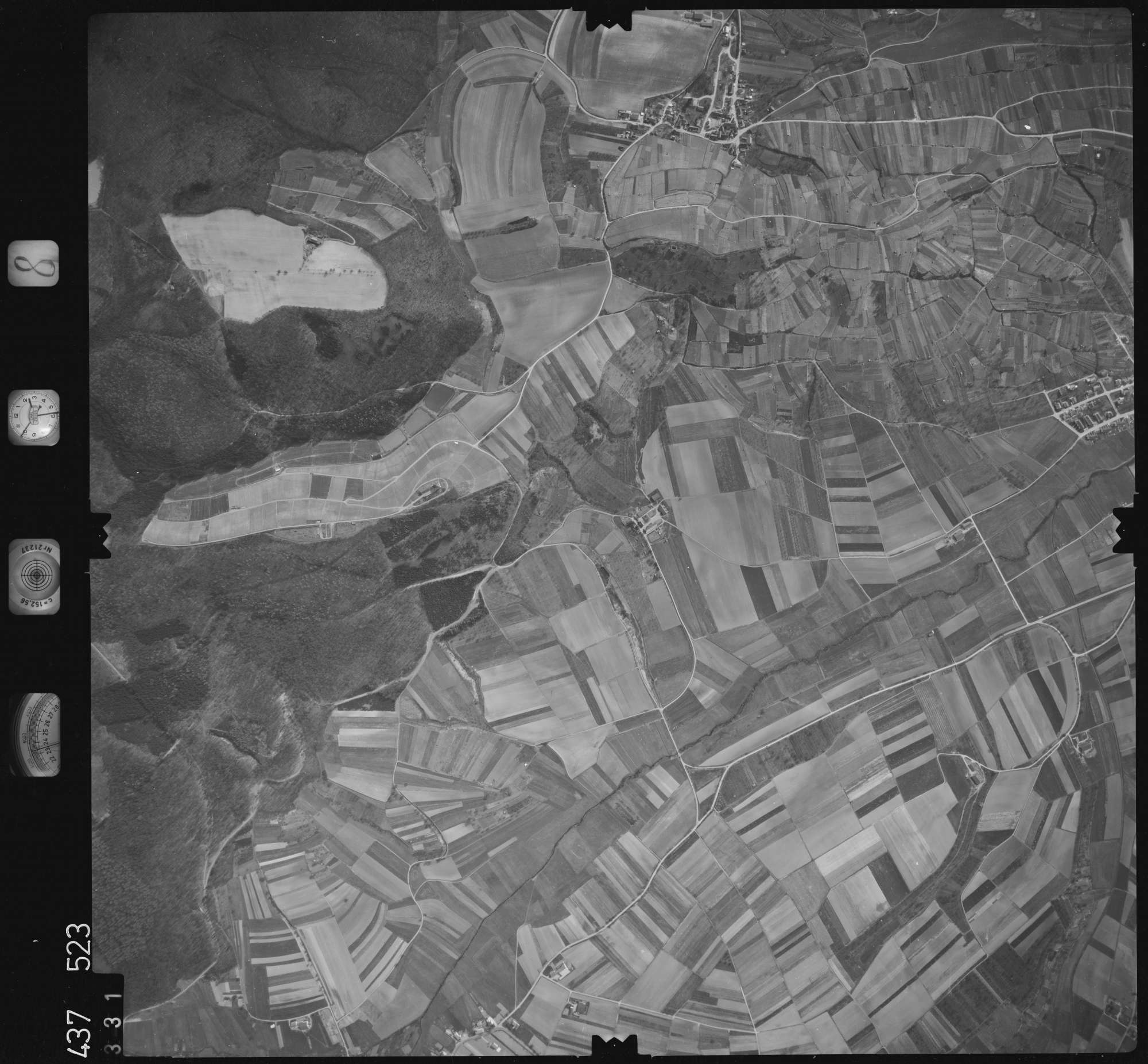 Luftbild: Film 8 Bildnr. 331, Bild 1