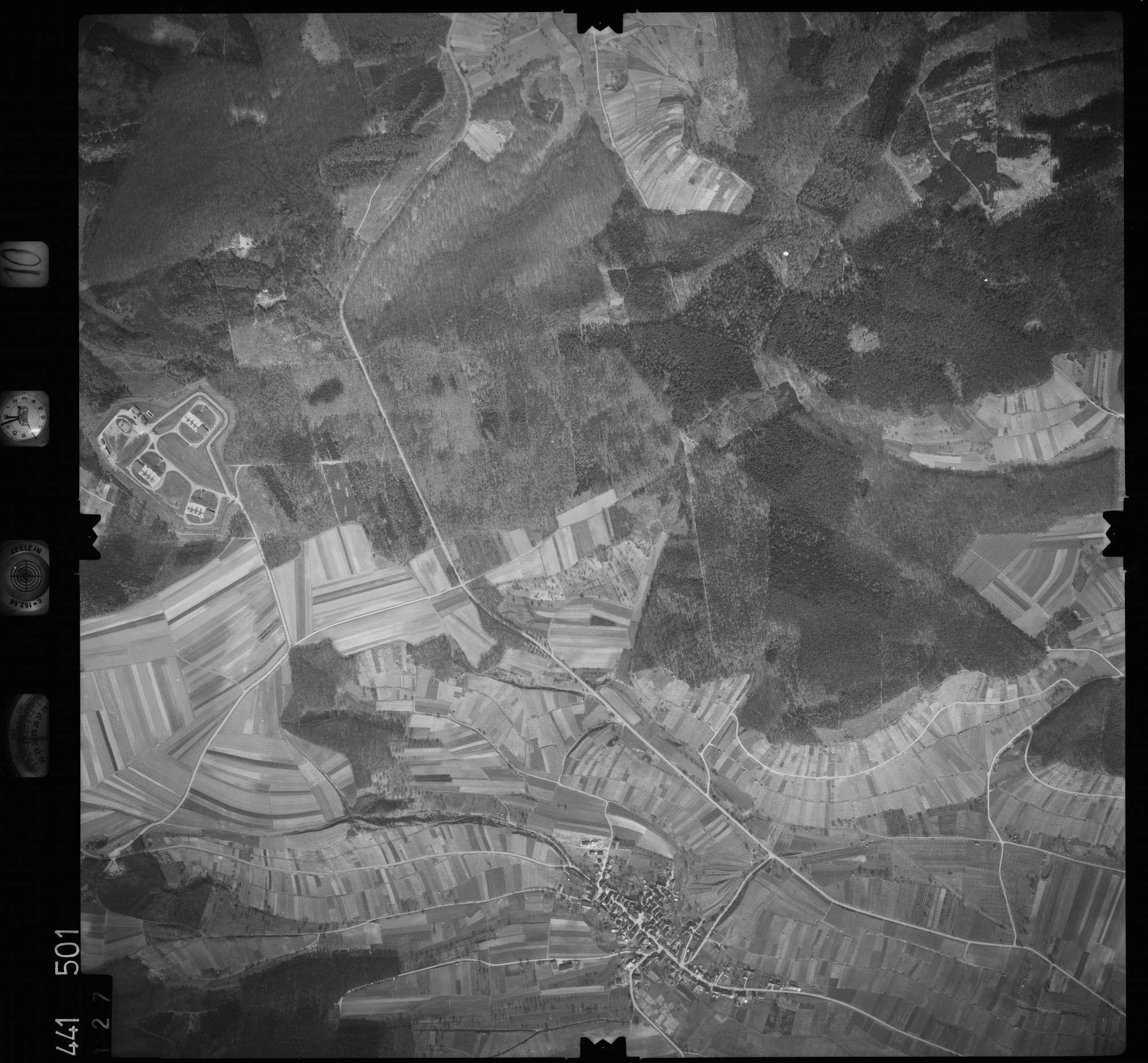 Luftbild: Film 10 Bildnr. 127, Bild 1