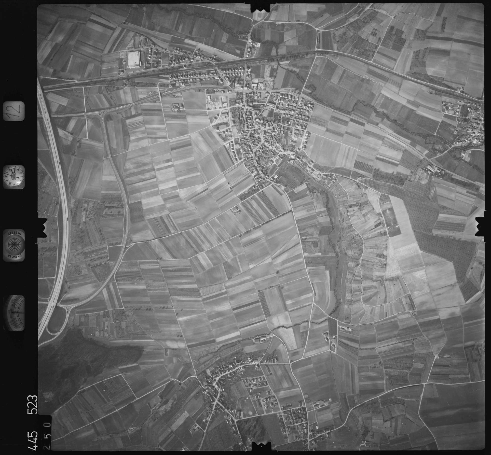 Luftbild: Film 12 Bildnr. 250, Bild 1