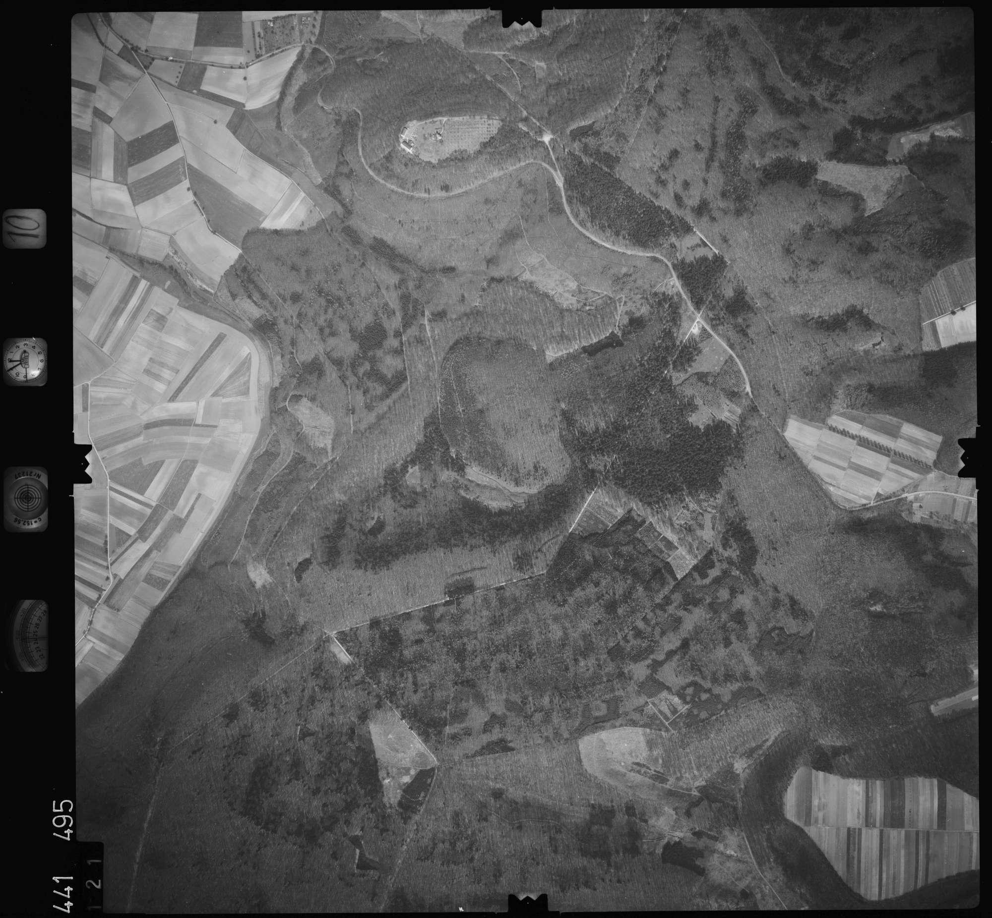 Luftbild: Film 10 Bildnr. 121, Bild 1