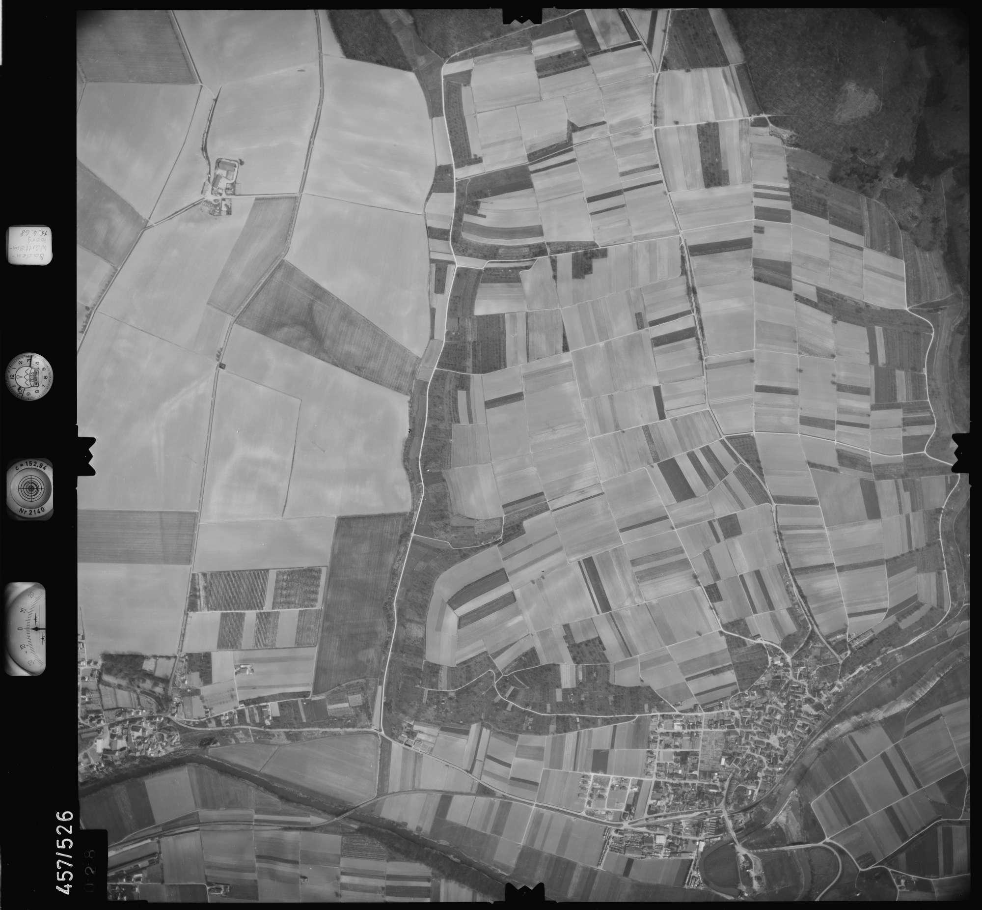 Luftbild: Film 105 Bildnr. 28, Bild 1