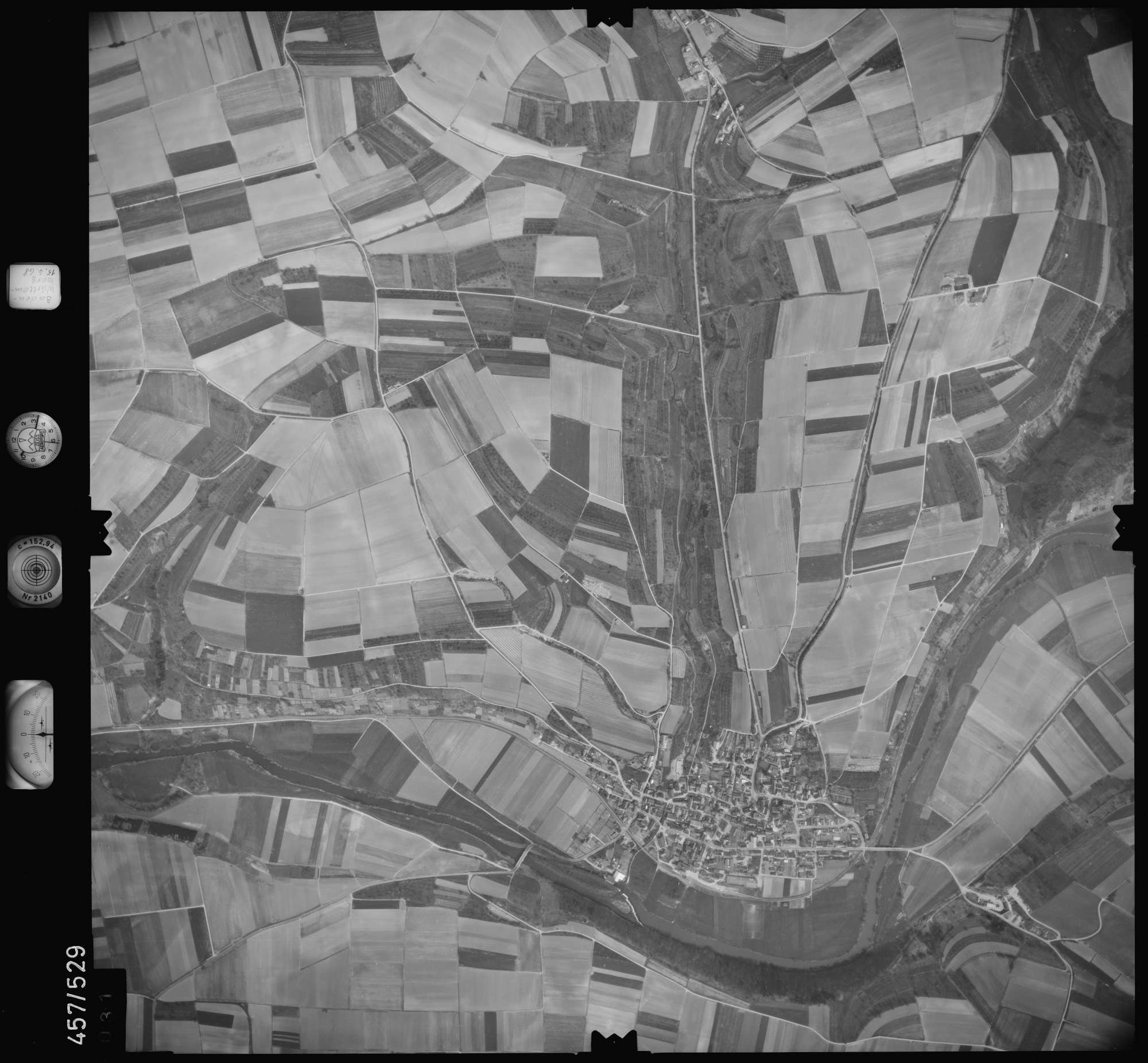 Luftbild: Film 105 Bildnr. 31, Bild 1