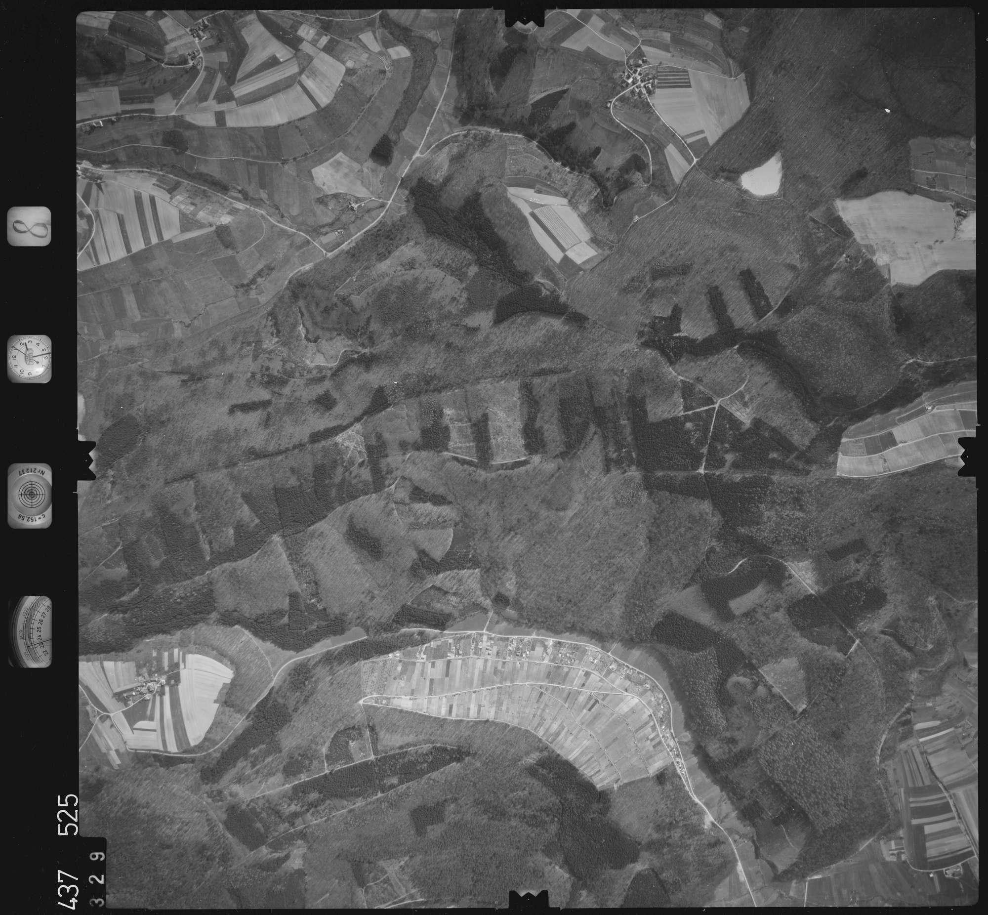Luftbild: Film 8 Bildnr. 329, Bild 1