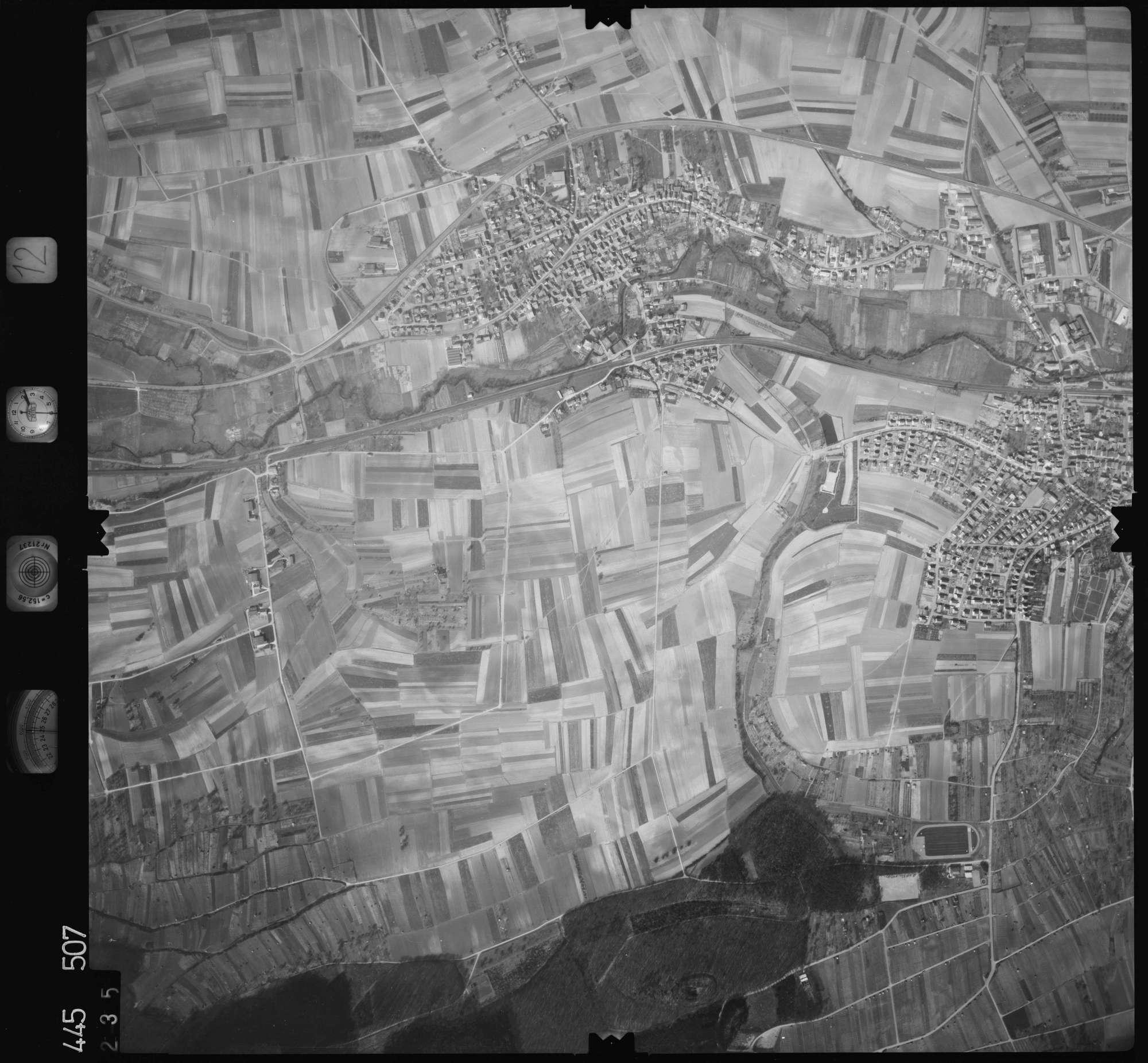 Luftbild: Film 12 Bildnr. 235, Bild 1