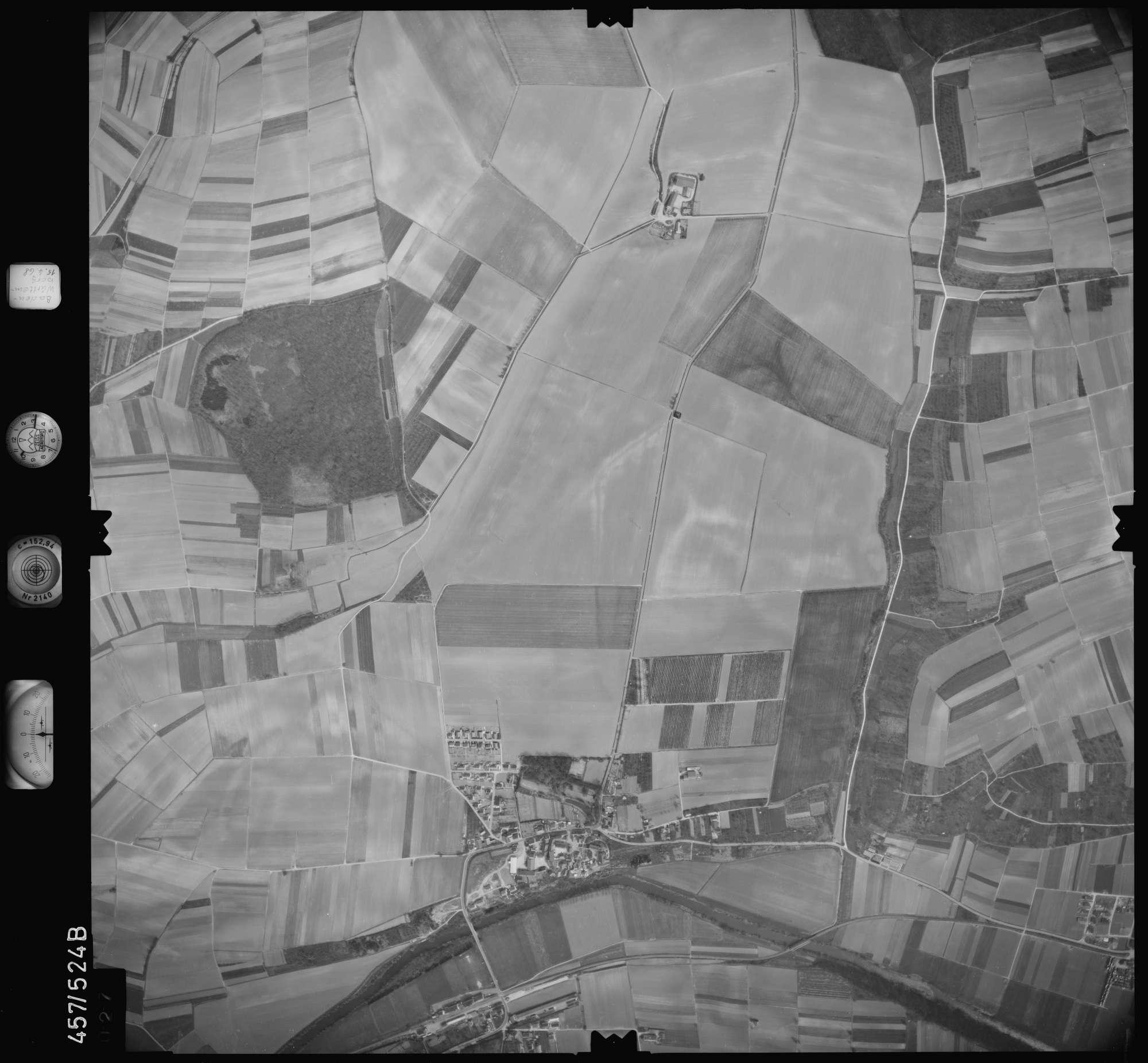 Luftbild: Film 105 Bildnr. 27, Bild 1