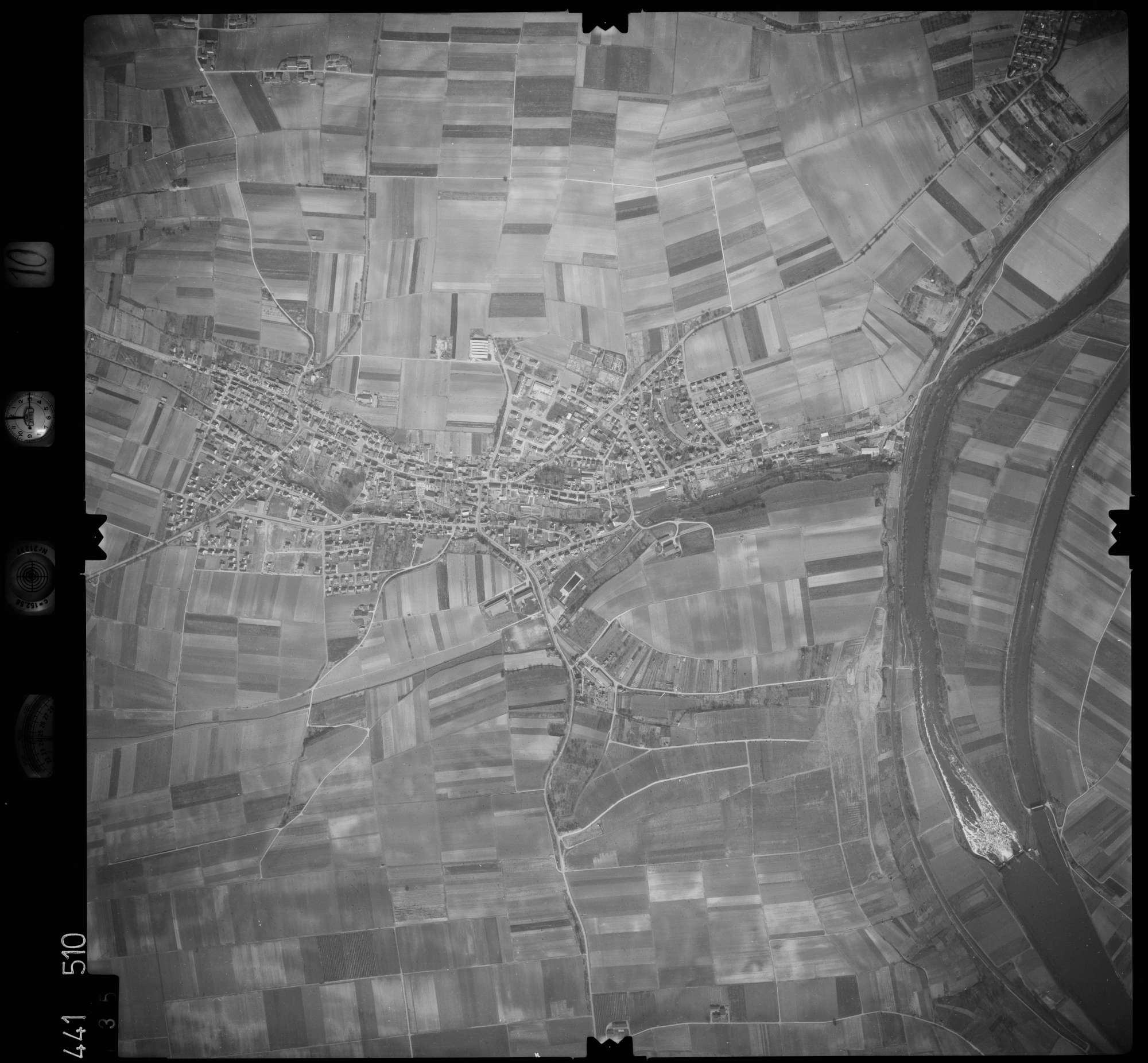 Luftbild: Film 10 Bildnr. 135, Bild 1