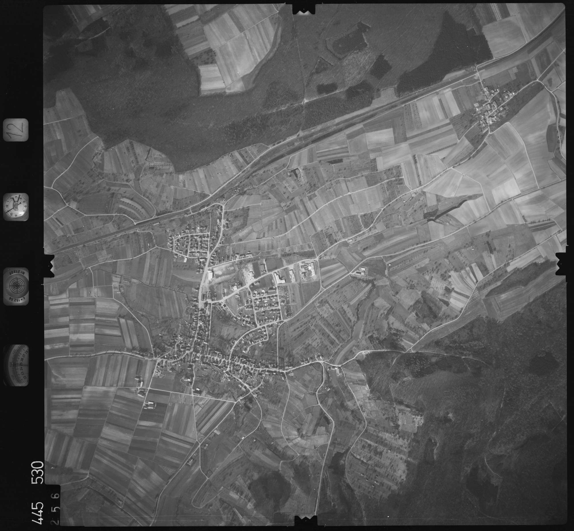Luftbild: Film 12 Bildnr. 256, Bild 1
