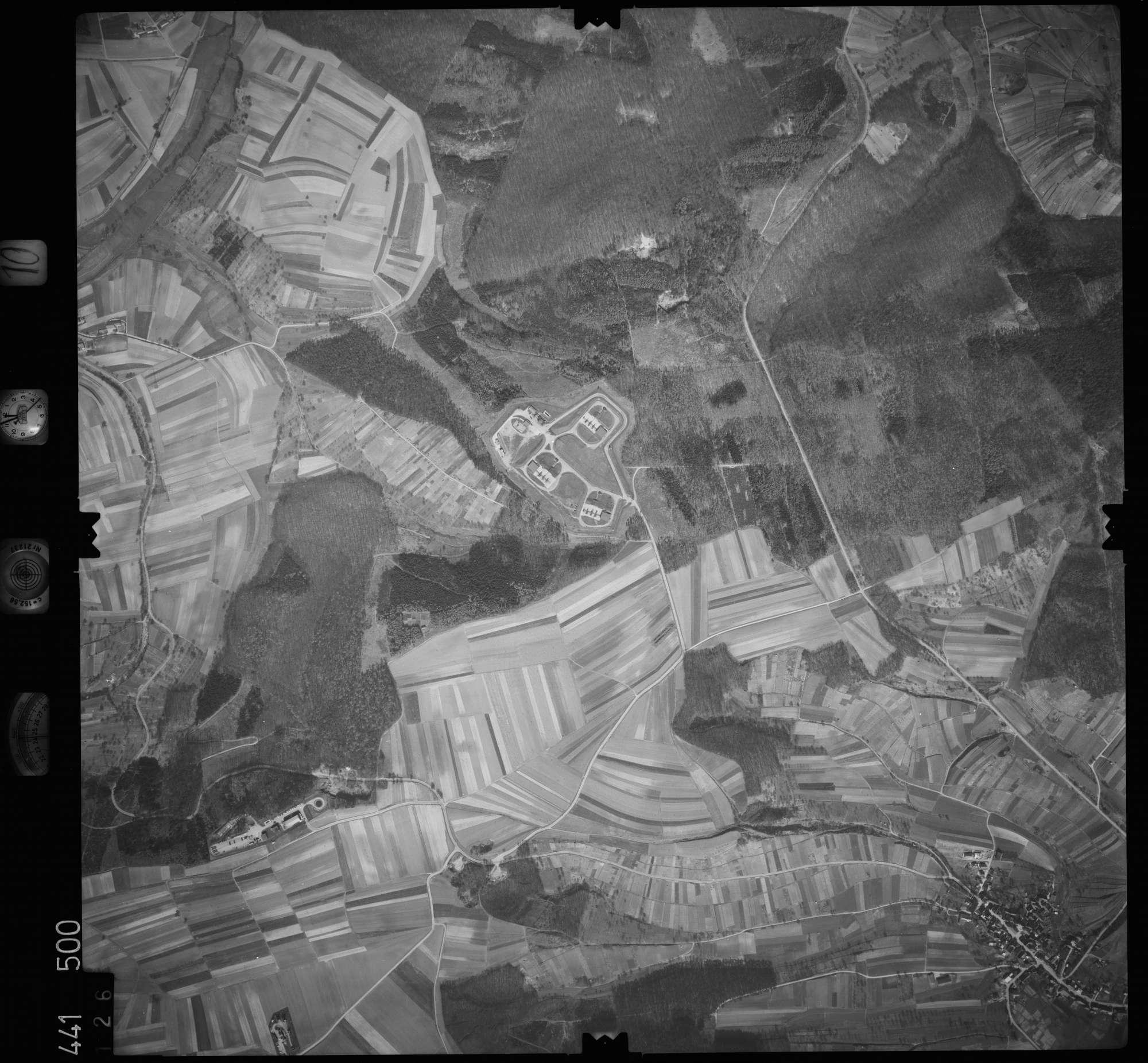 Luftbild: Film 10 Bildnr. 126, Bild 1