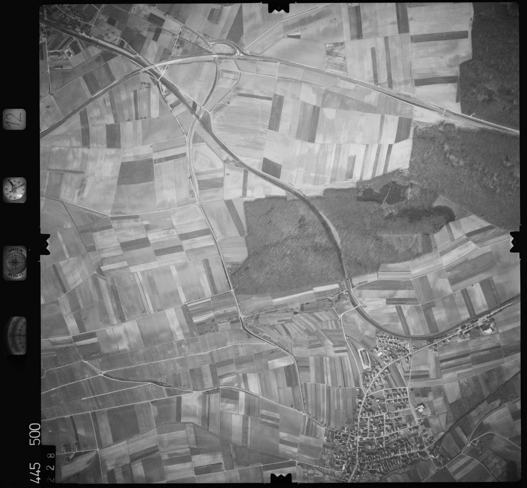 Luftbild: Film 12 Bildnr. 228, Bild 1