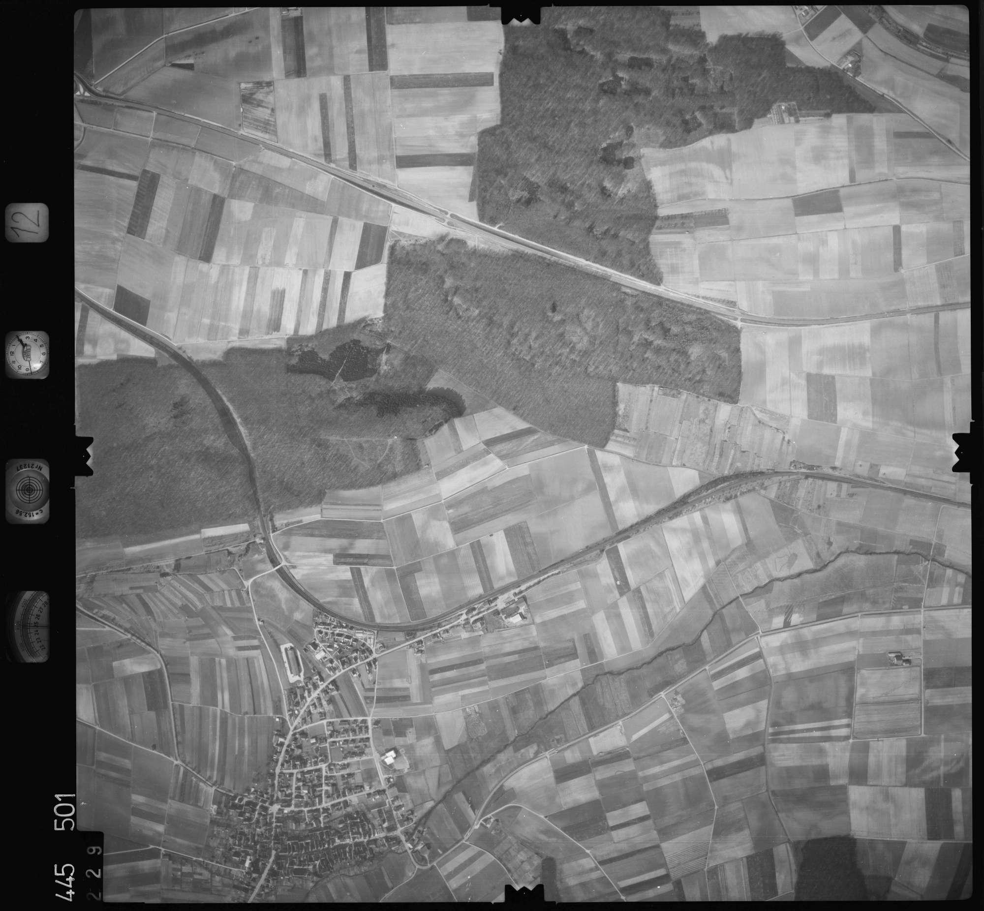 Luftbild: Film 12 Bildnr. 229, Bild 1