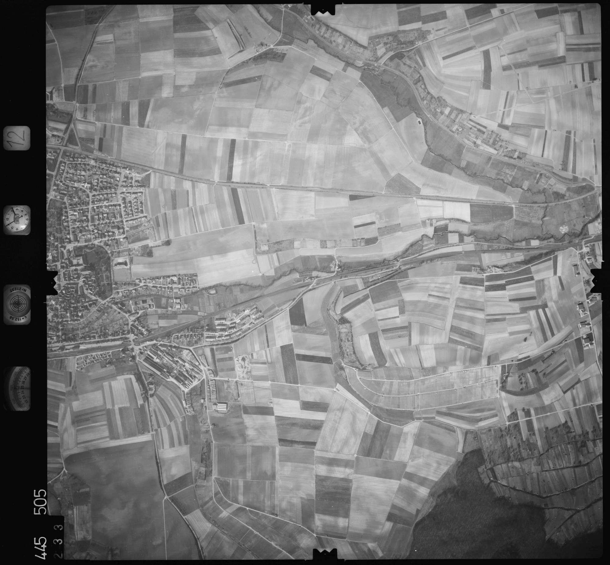 Luftbild: Film 12 Bildnr. 233, Bild 1